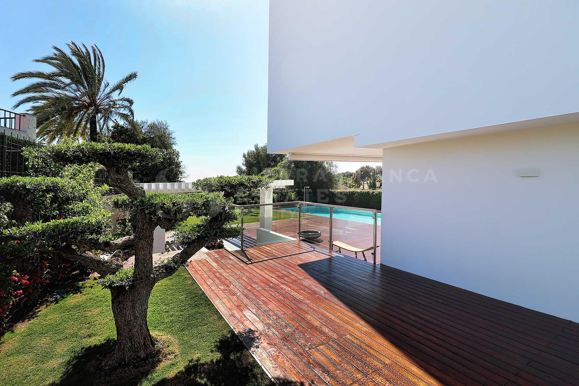 Contemporary Villa a Step Away from Puerto Banus