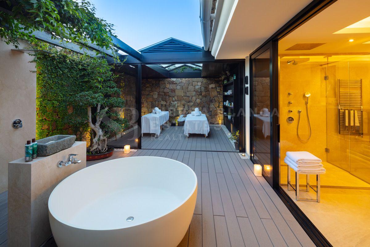 Villa extraordinaire en première ligne de golf à Las Brisas, Nueva Andalucia
