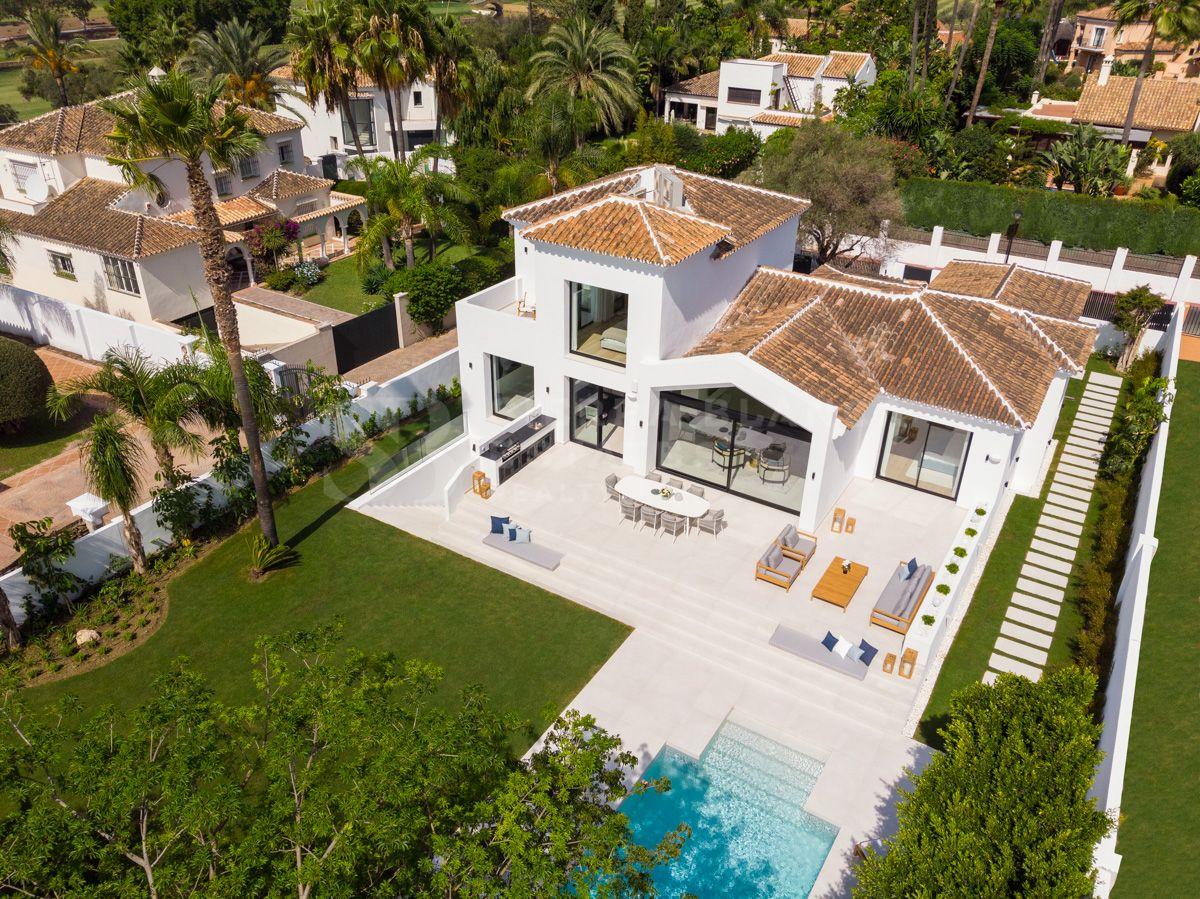 Preciosa Villa Renovada en el Corazón de Nueva Andalucía