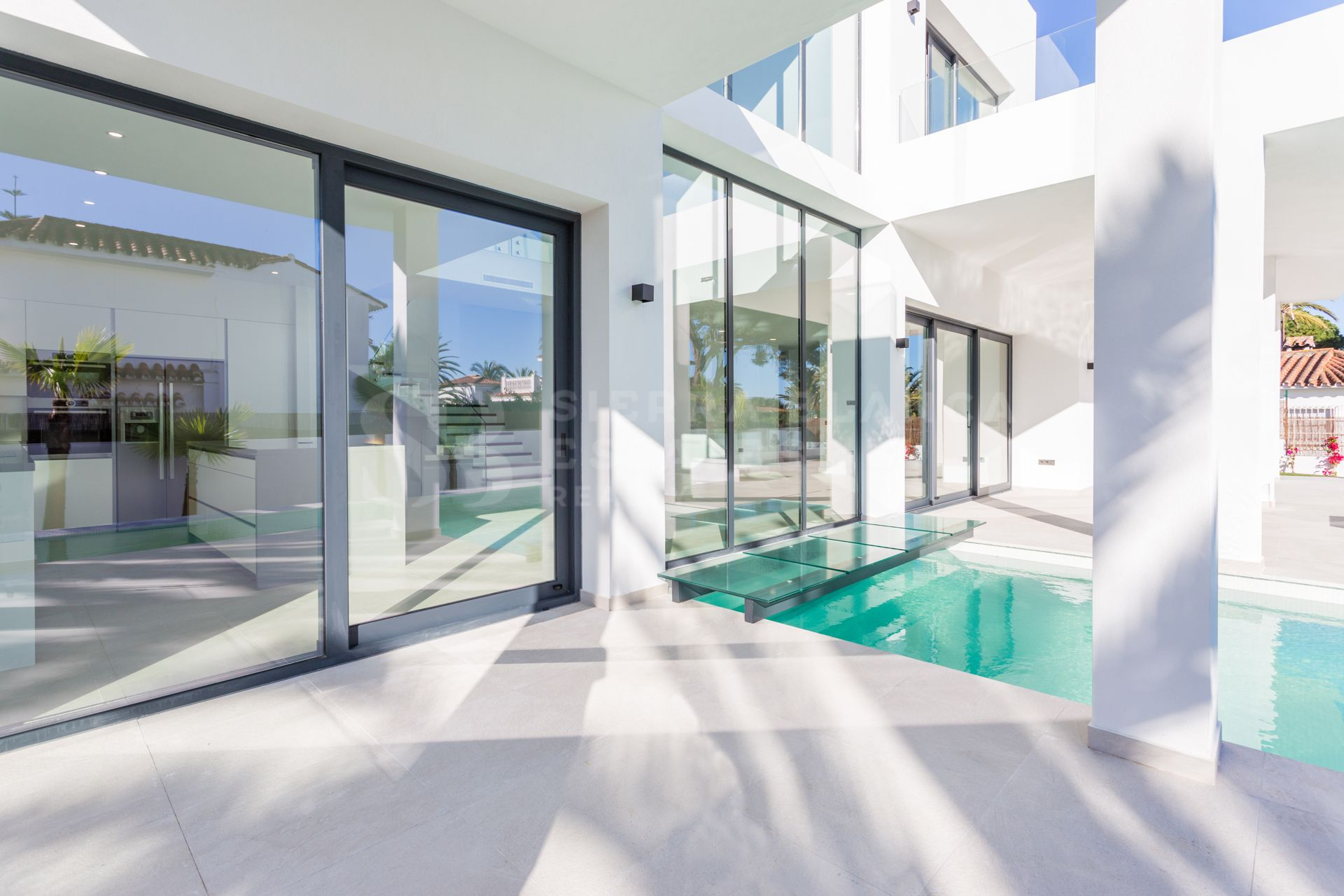 Fabulous Modern Villa in Marbesa Beach