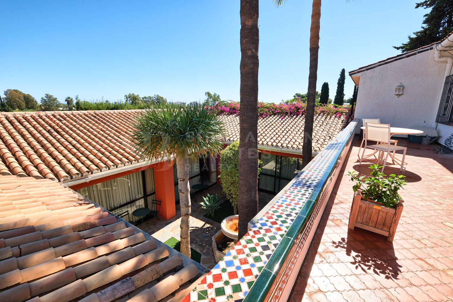 INVESTMENT OPPORTUNITY! Charming & Spacious Villa in Río Verde