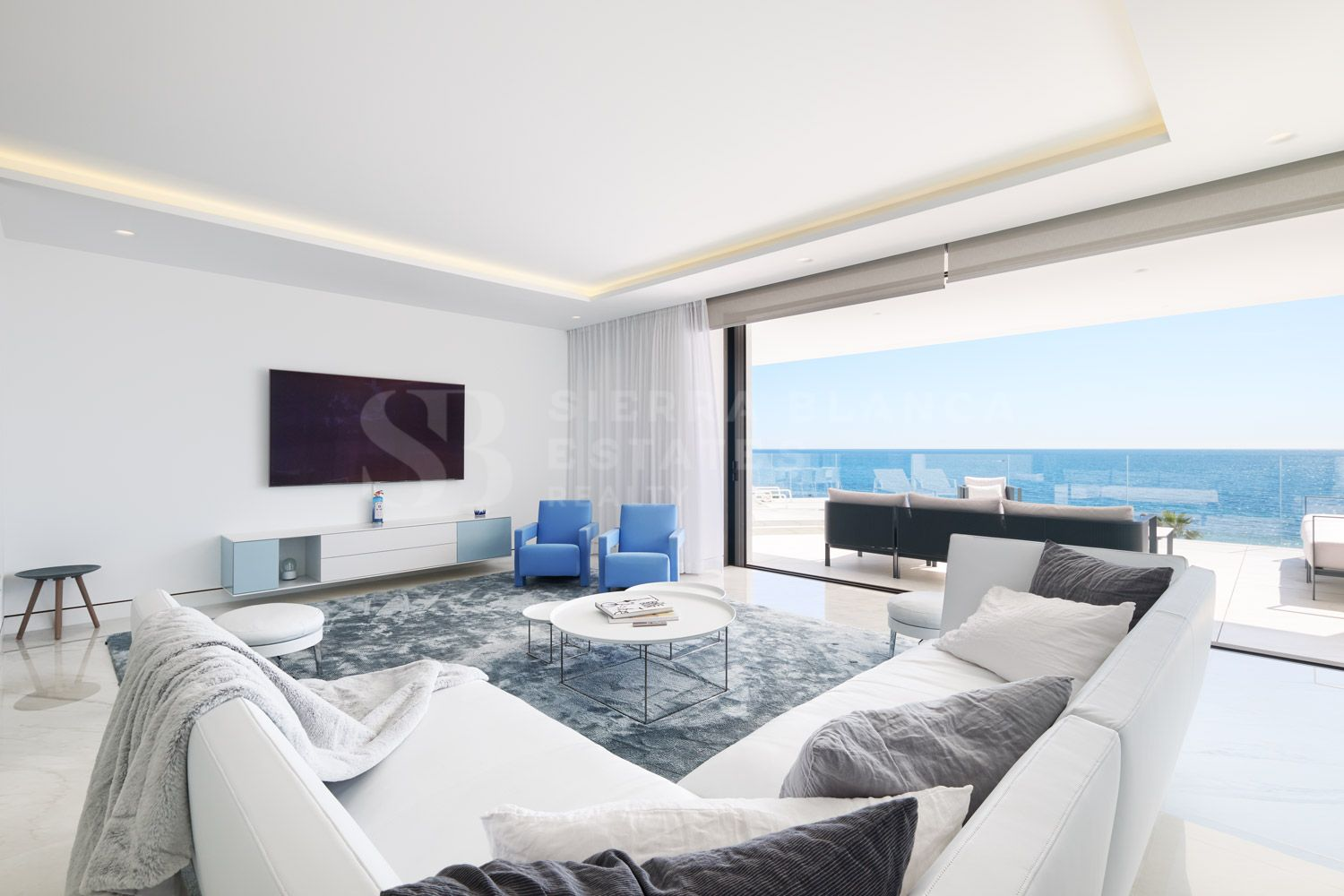 Stylish Frontline Beach Apartment on the New Golden Mile
