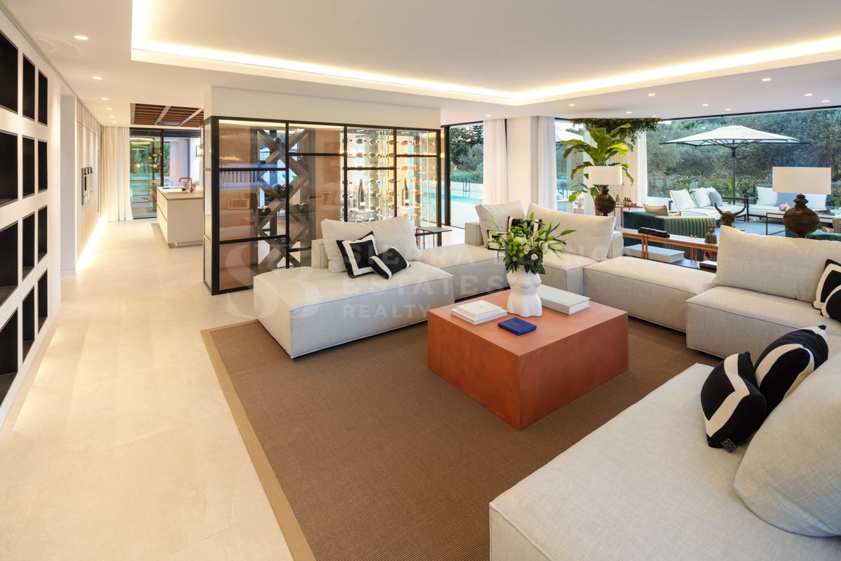 Stylish Frontline Golf Villa in Las Brisas Golf