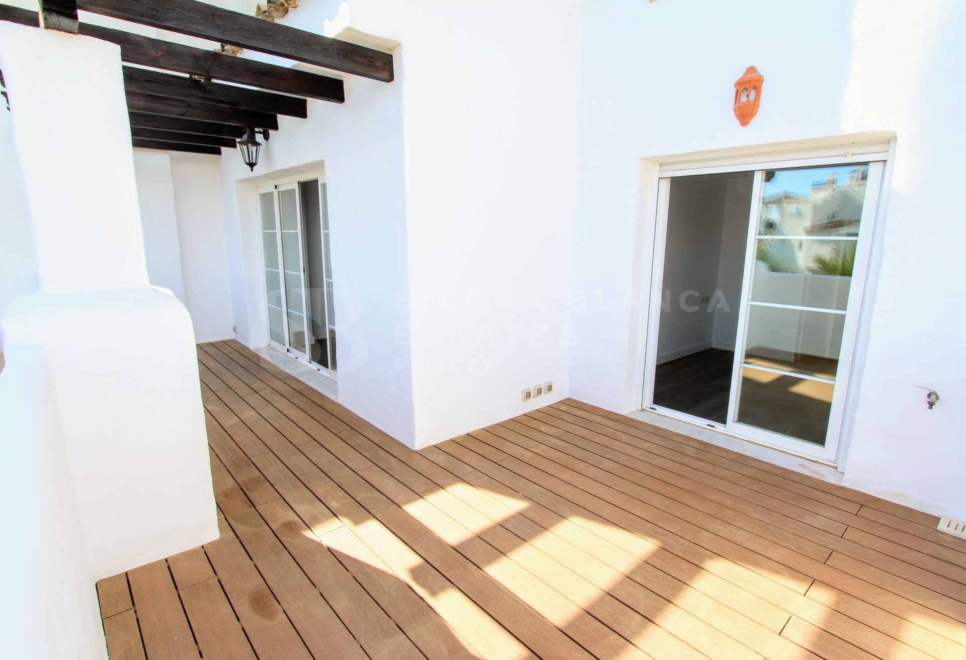 Fully renovated beachfront apartment in San Pedro