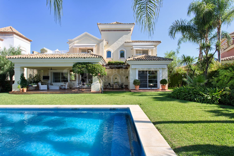 Villa en Primera Línea de Golf en La Quinta
