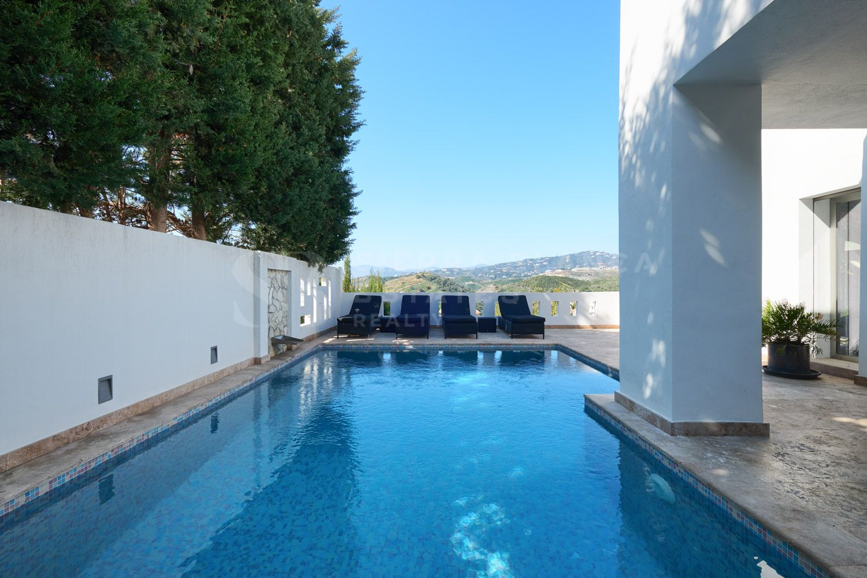 Encantadora villa moderna en Lomas de Nueva Andalucia