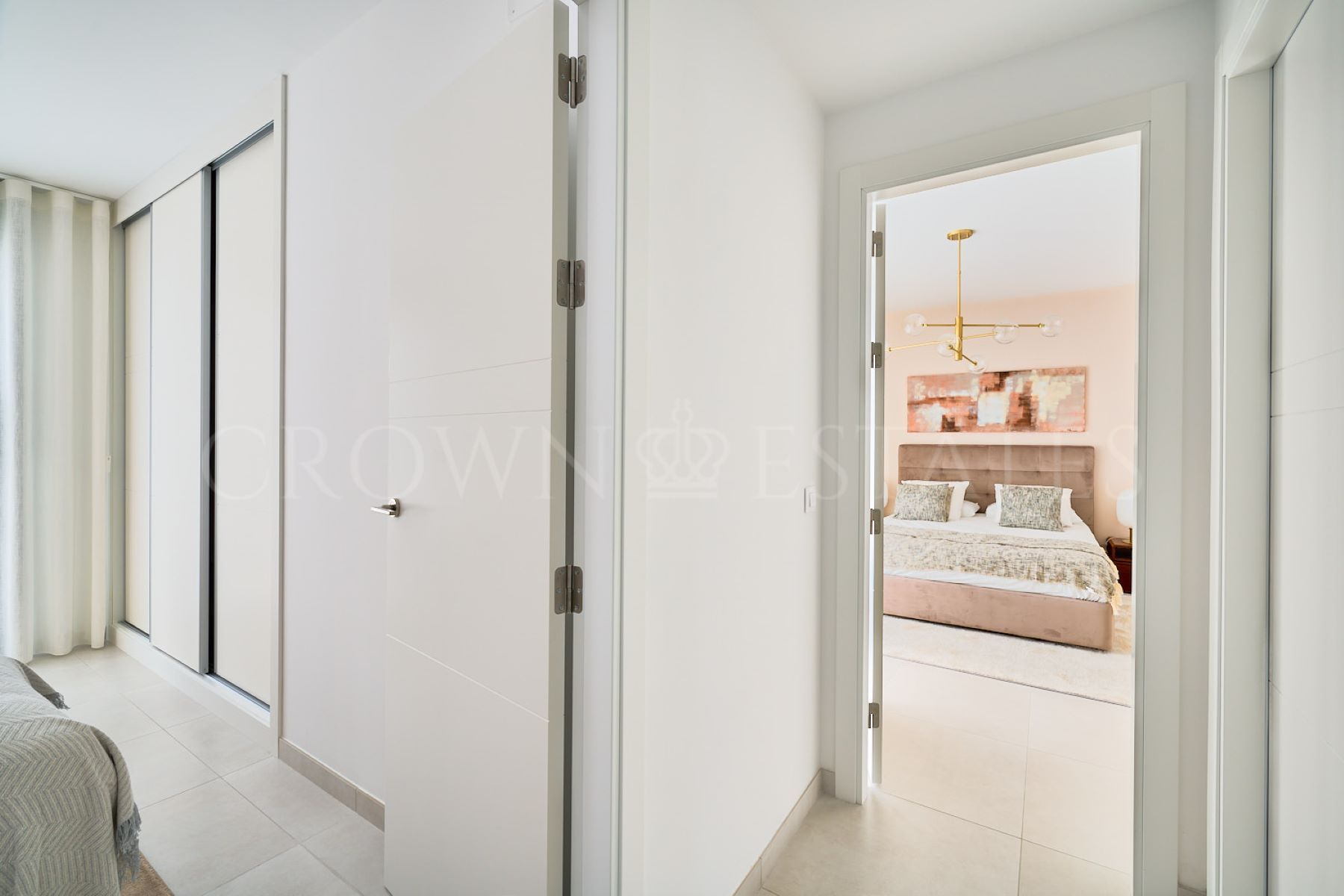 Modern 3 and 4 bedroom townhouses between Marbella and Estepona, in walking distance to the beach and all amenities