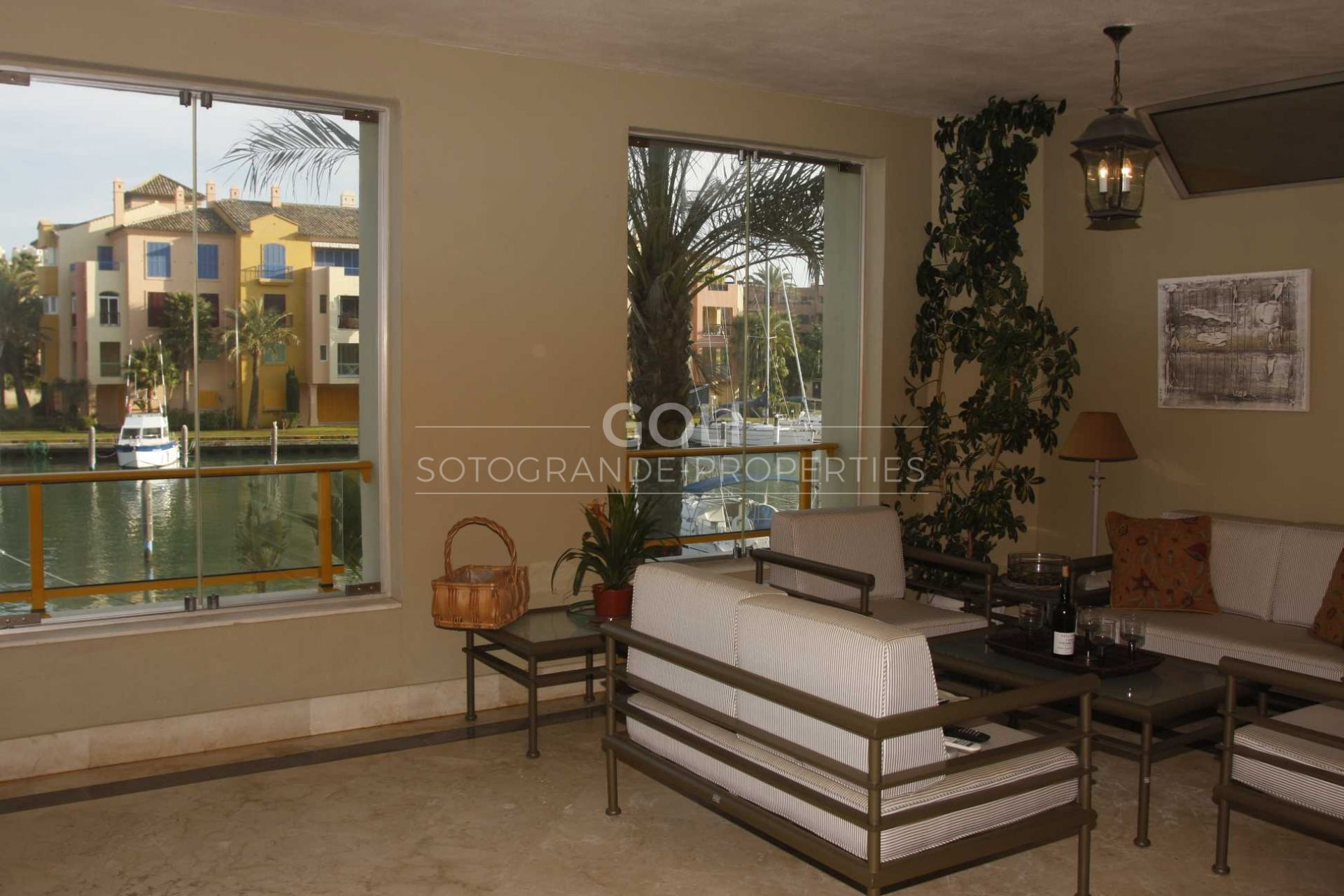 Apartment with fantastic views of the canal, the sea and Gibraltar