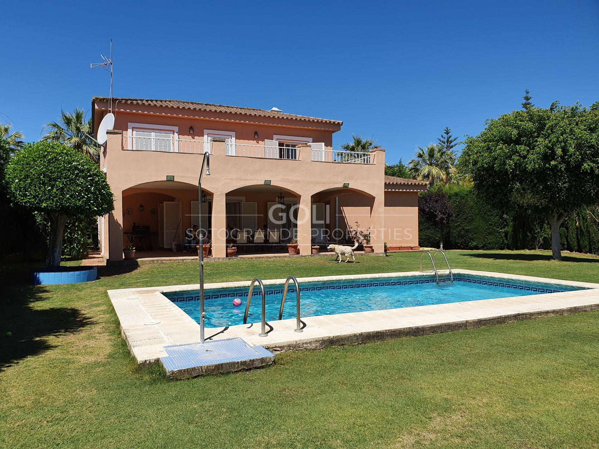 Villa acogedora con jardín y piscina