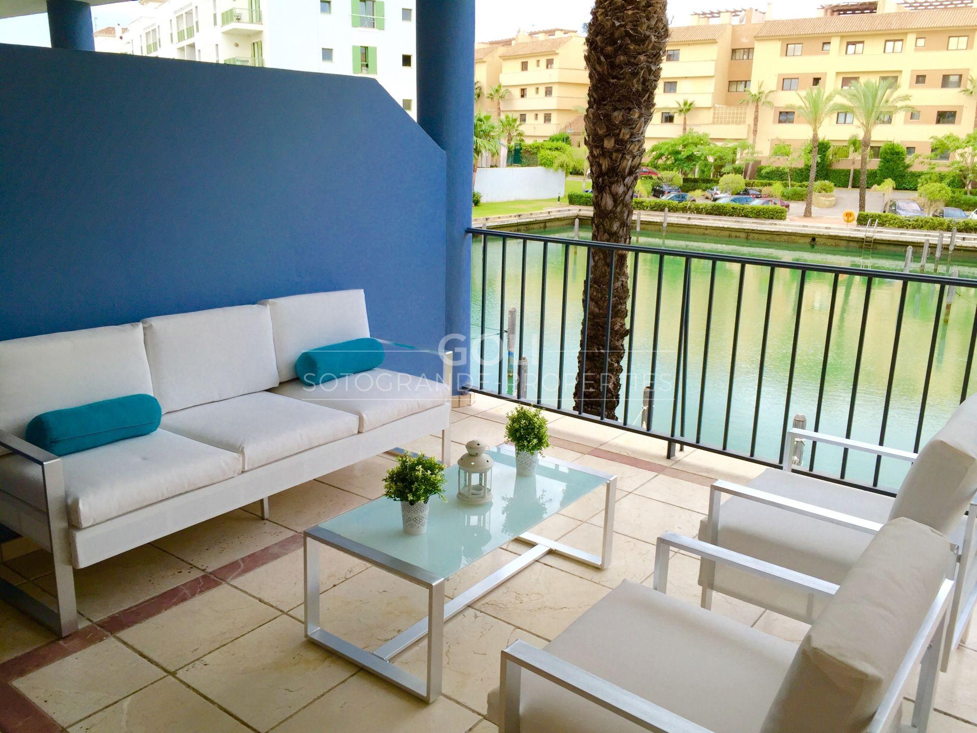Precioso apartamento con vistas a los canales.