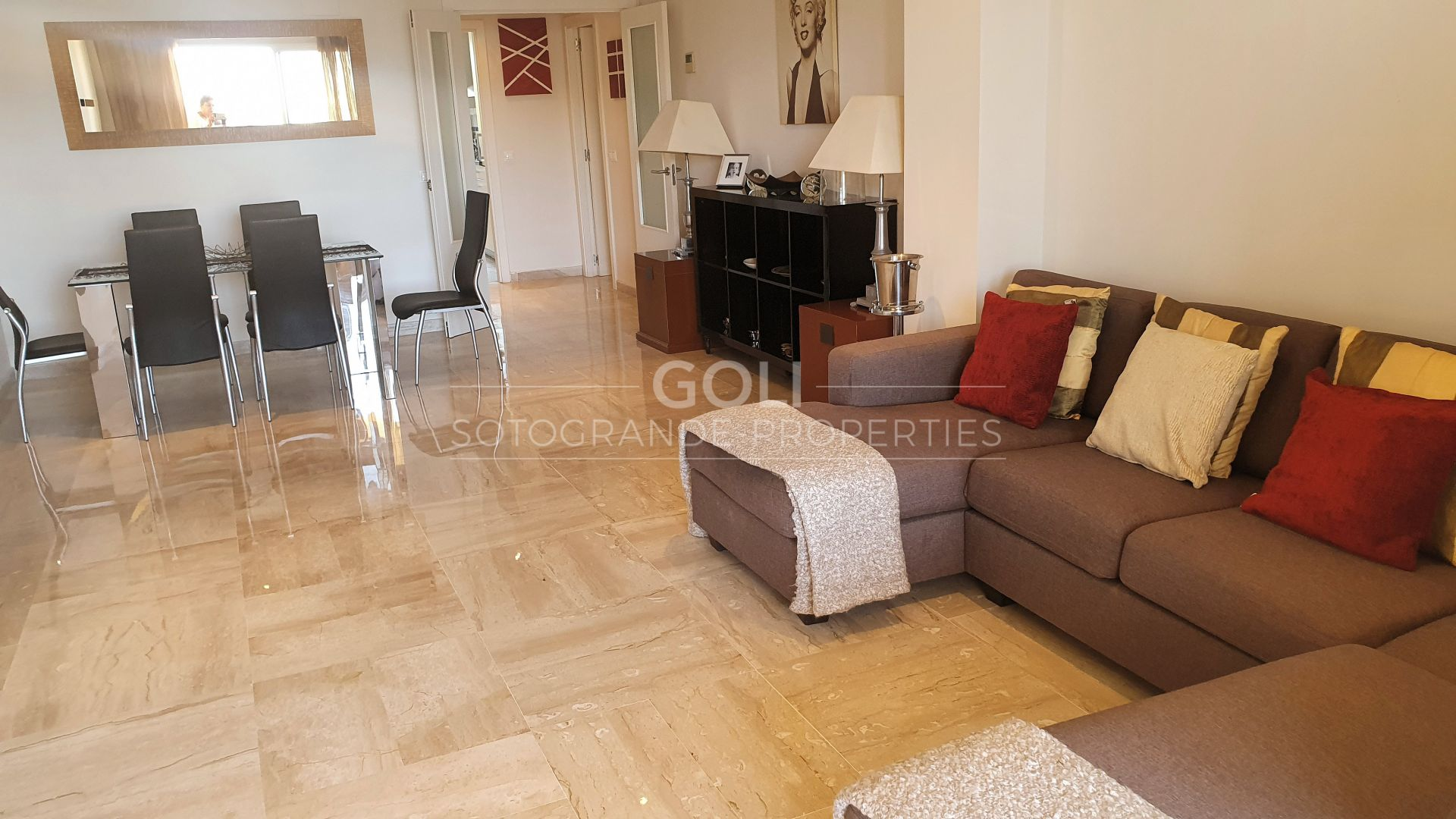 3 bedrooms apartment overlooking the Marina