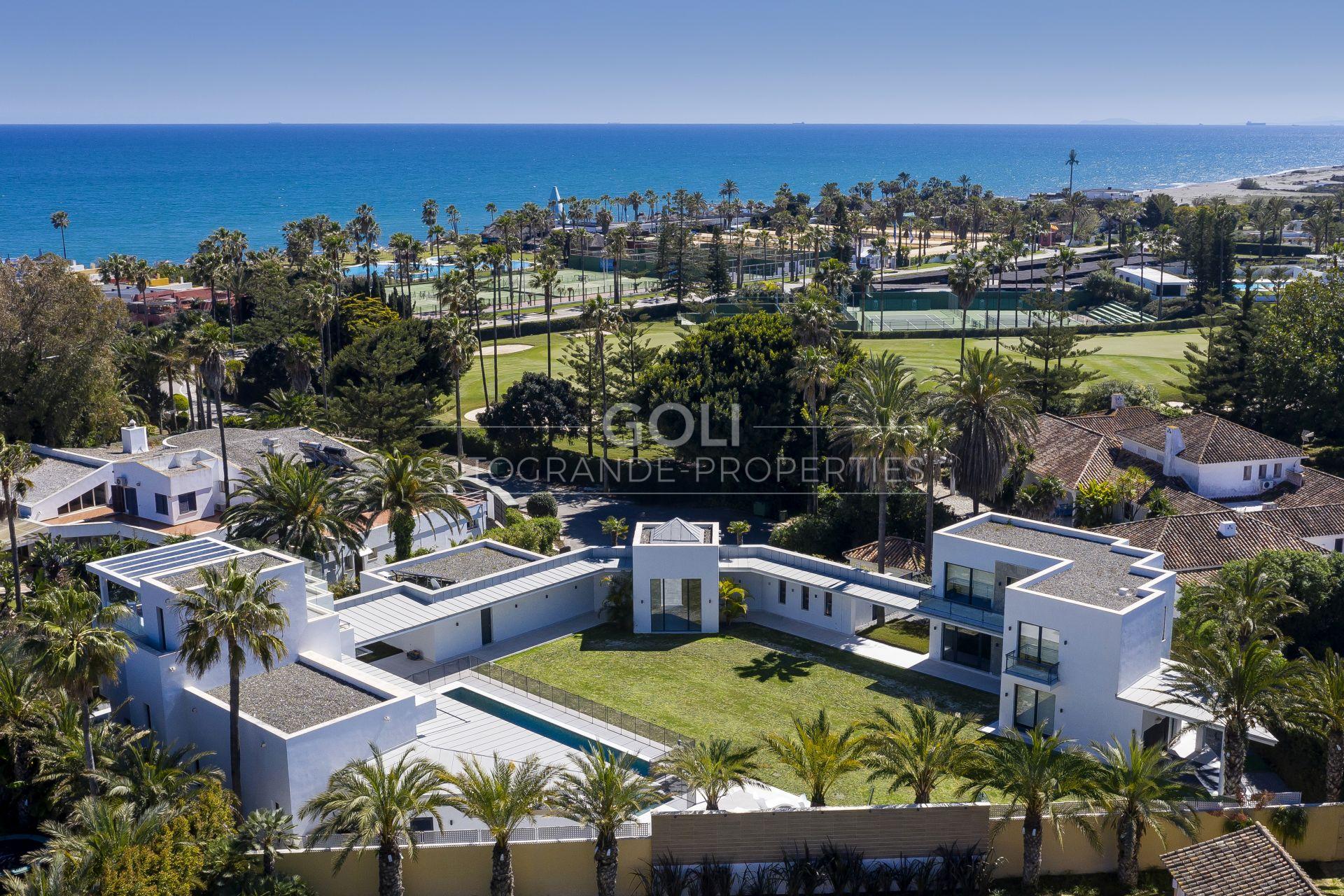 Villa of contemporary design located on prestigious Kings & Queens