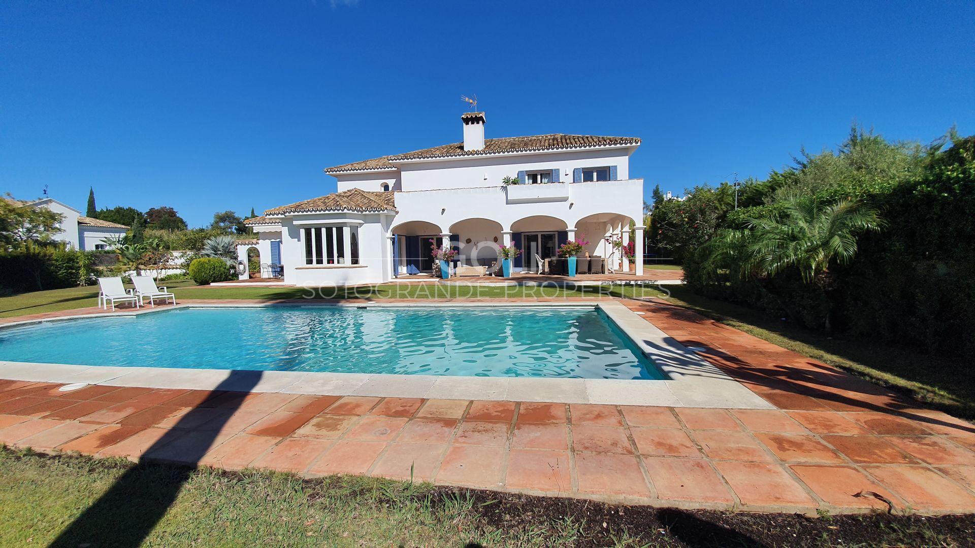 Villa de estilo andaluz en el prestigioso Kings & Queens, Sotogrande Bajo