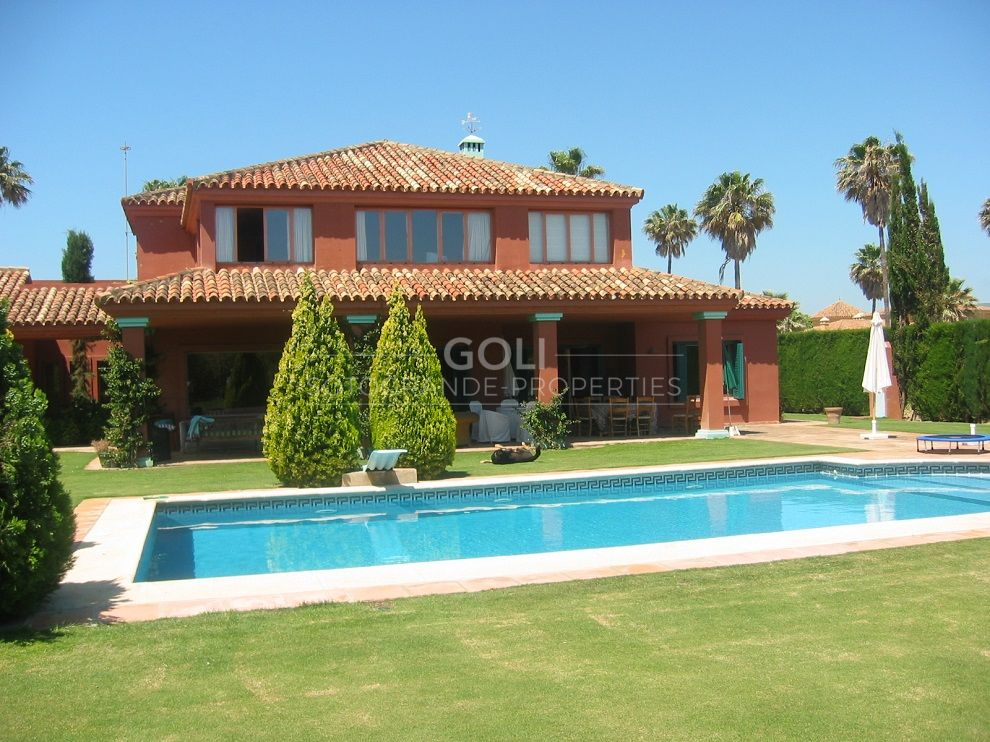 Comfortable villa with large garden on prestigious Kings and Queens