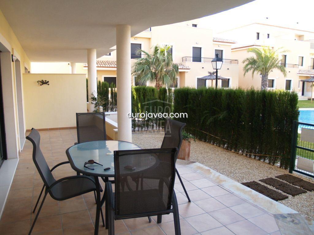 Apartamento de lujo a un paso de la Playa del Arenal , con magnífica terraza y acceso directo a la piscina.