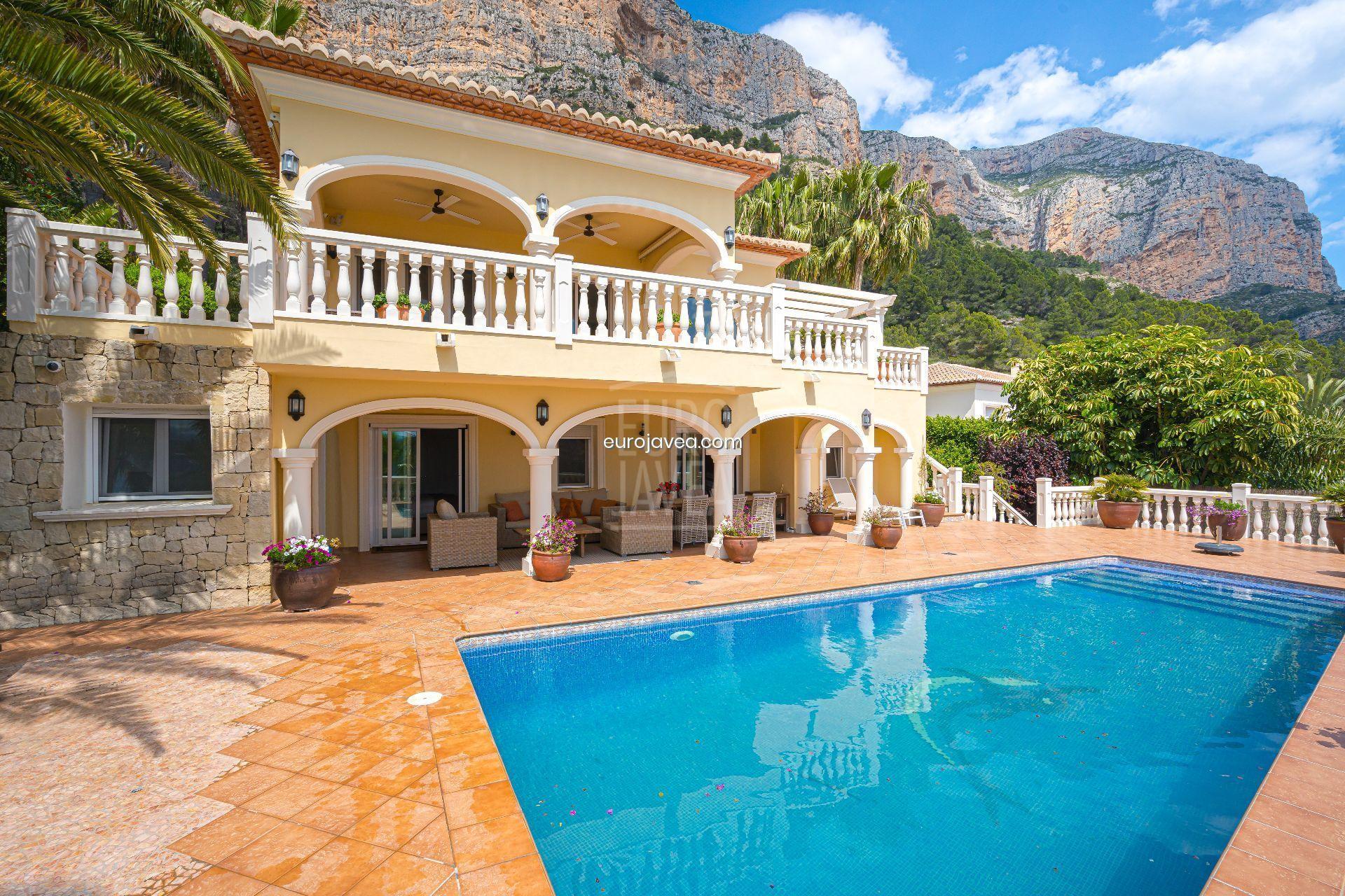 Villa orientación sur a la venta en el Montgó de Jávea con increibles vistas al valle