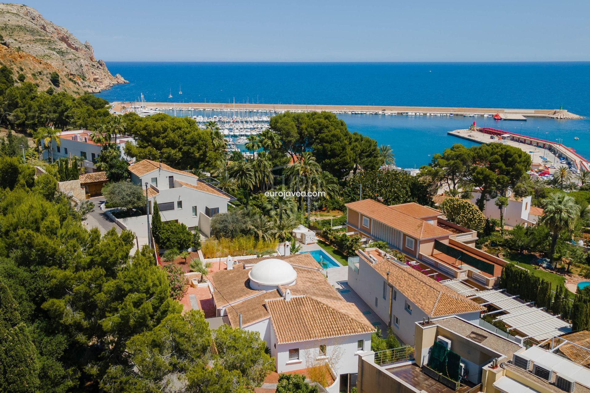 Exclusive villa for sale in Jávea with magnificent sea views walking distance to the port area