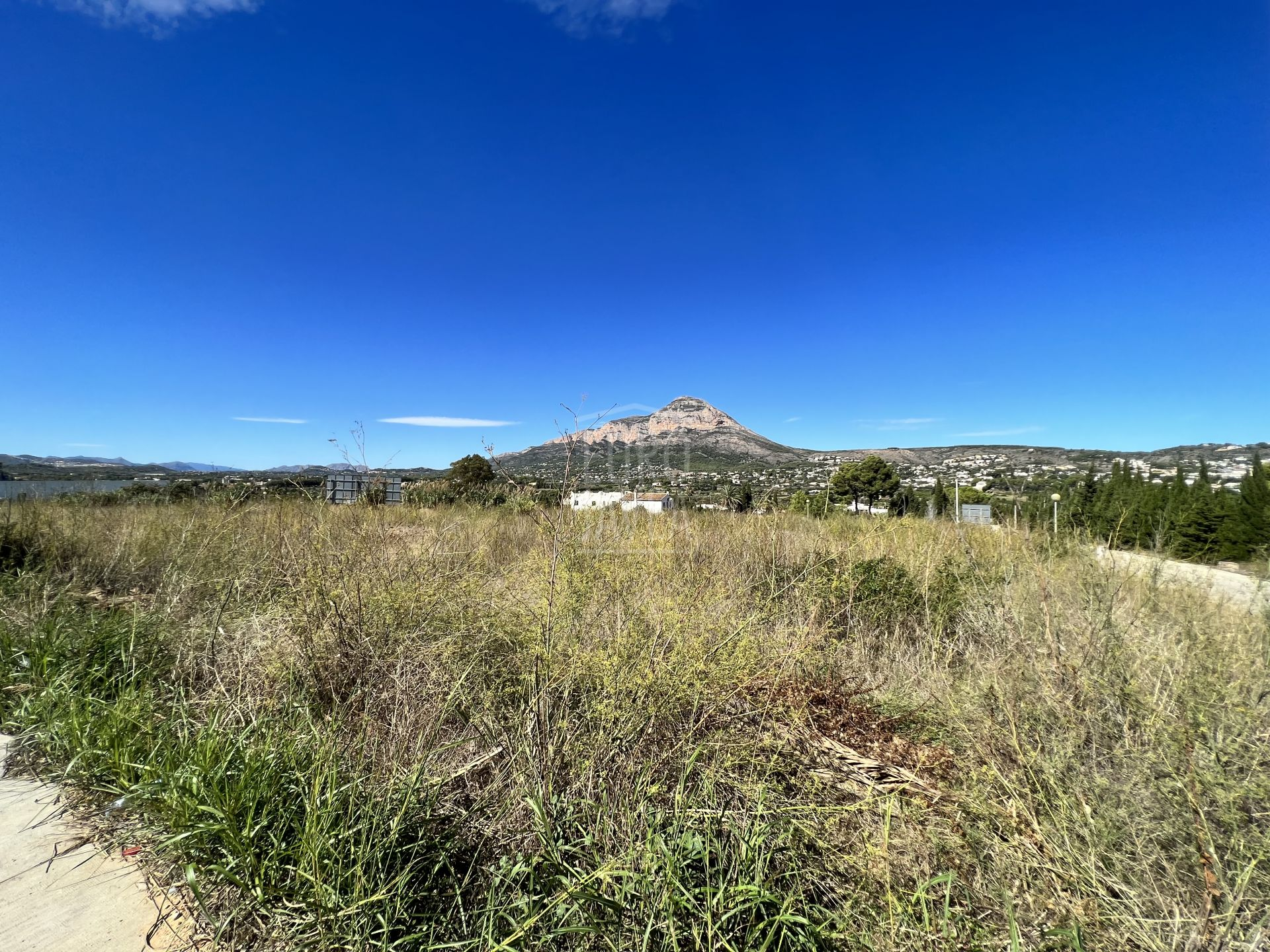 Urban building plot for sale in Jávea, in Piver area. With project and building licence.