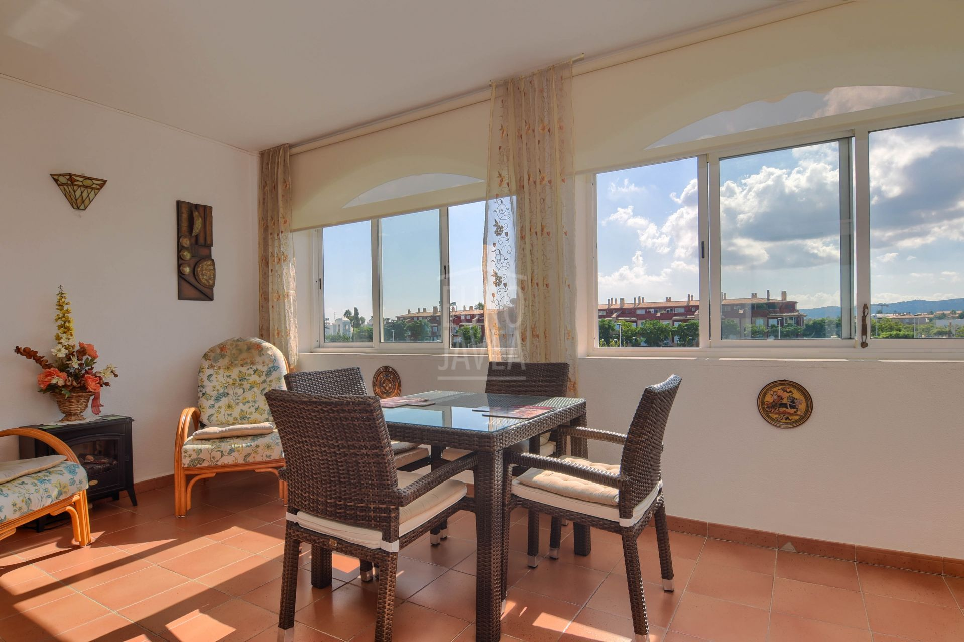 Apartment for sale in exclusive in the Port of Jávea , walking distance to the sea .