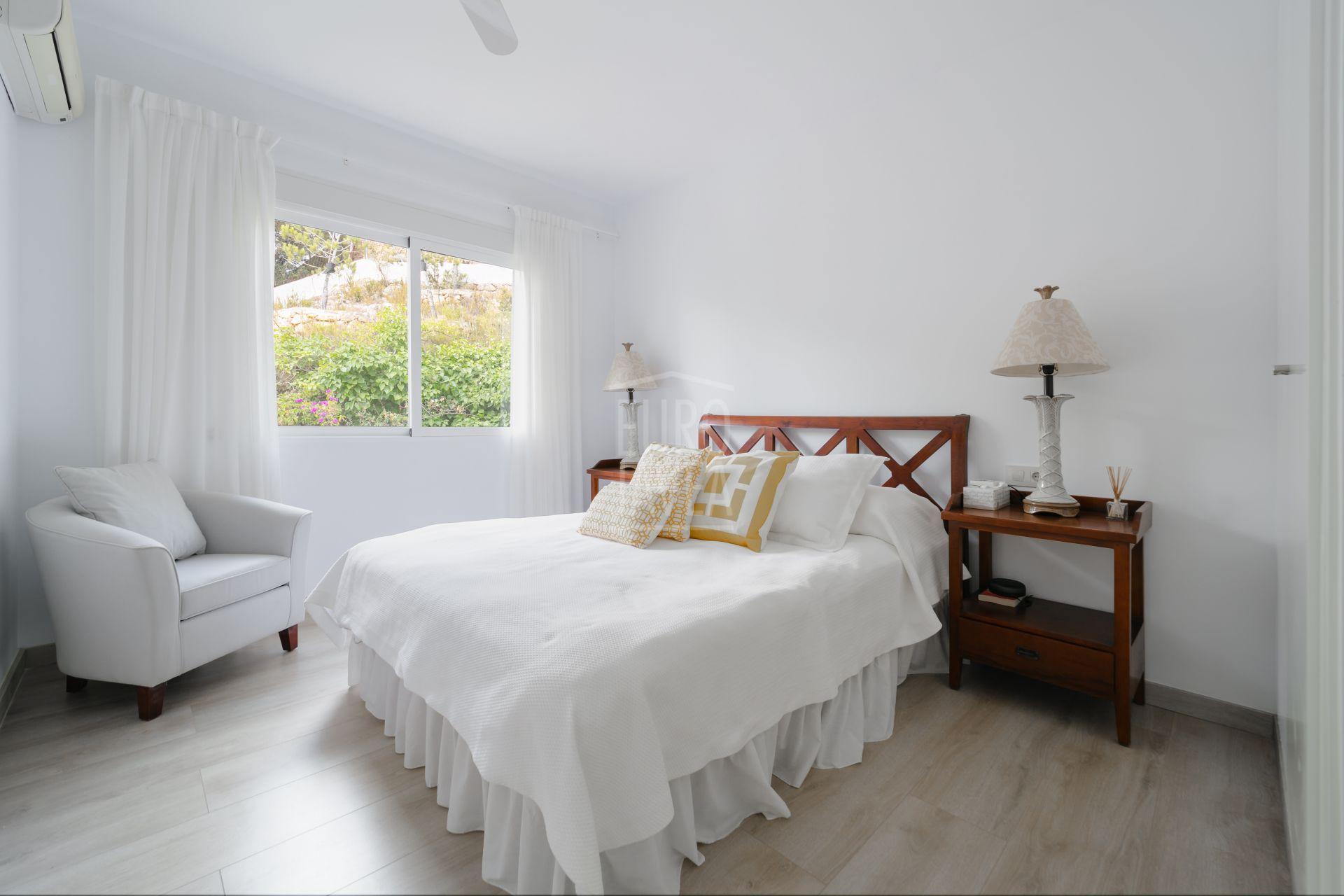Luxory villa for sale in Jávea in the prestigious urbanisation of La Corona, close to the Port.