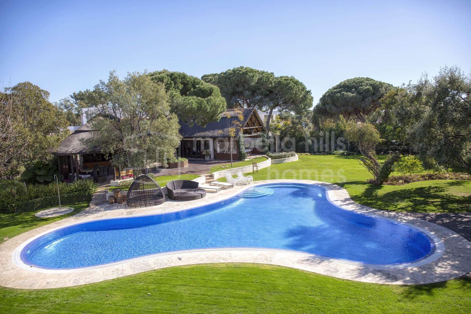Wunderschöne klassische 20 Schlafzimmer Villa in El Rosario ...