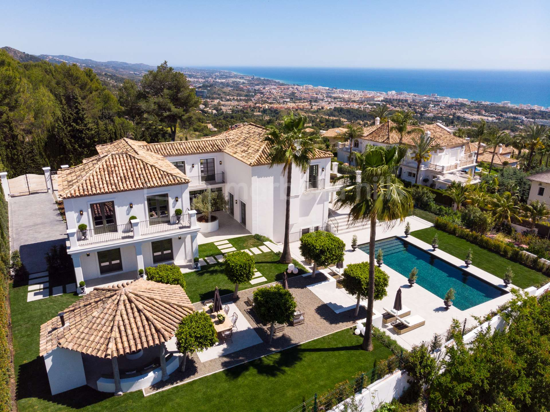 Unique fully renovated 6 bedroom villa in Sierra Blanca with panoramic views