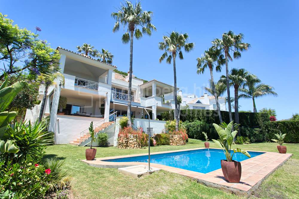 Magnificent 4 bedroom villa in Rio Real Golf with sea views