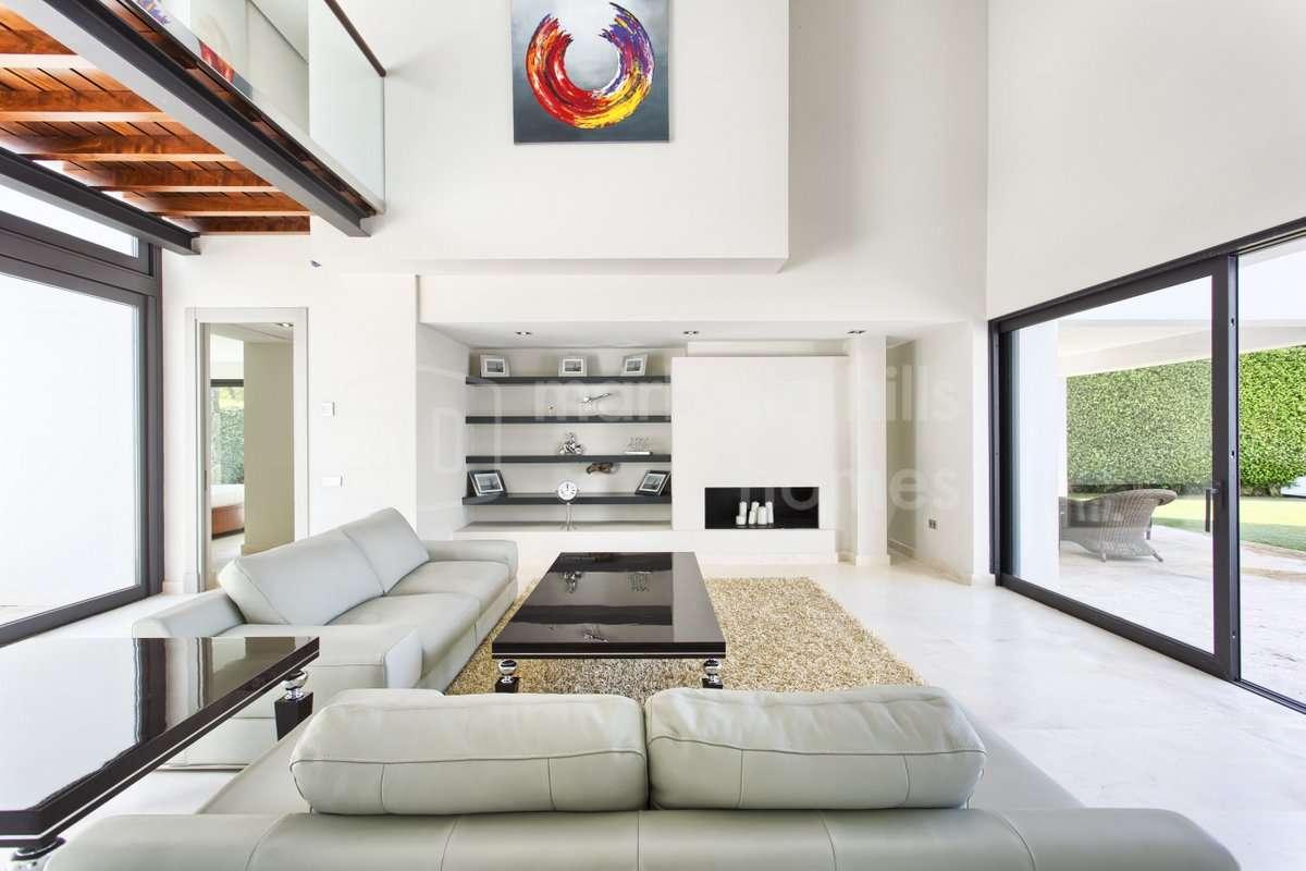 Villa Zu Verkaufen In Los Arqueros, Benahavis. Ultra Moderne Luxus ...