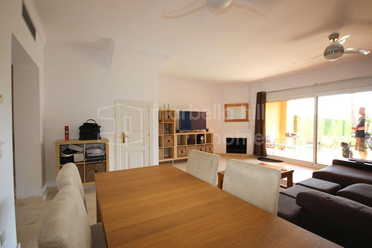 reihenhaus zu vermieten in el paraiso alto. Black Bedroom Furniture Sets. Home Design Ideas