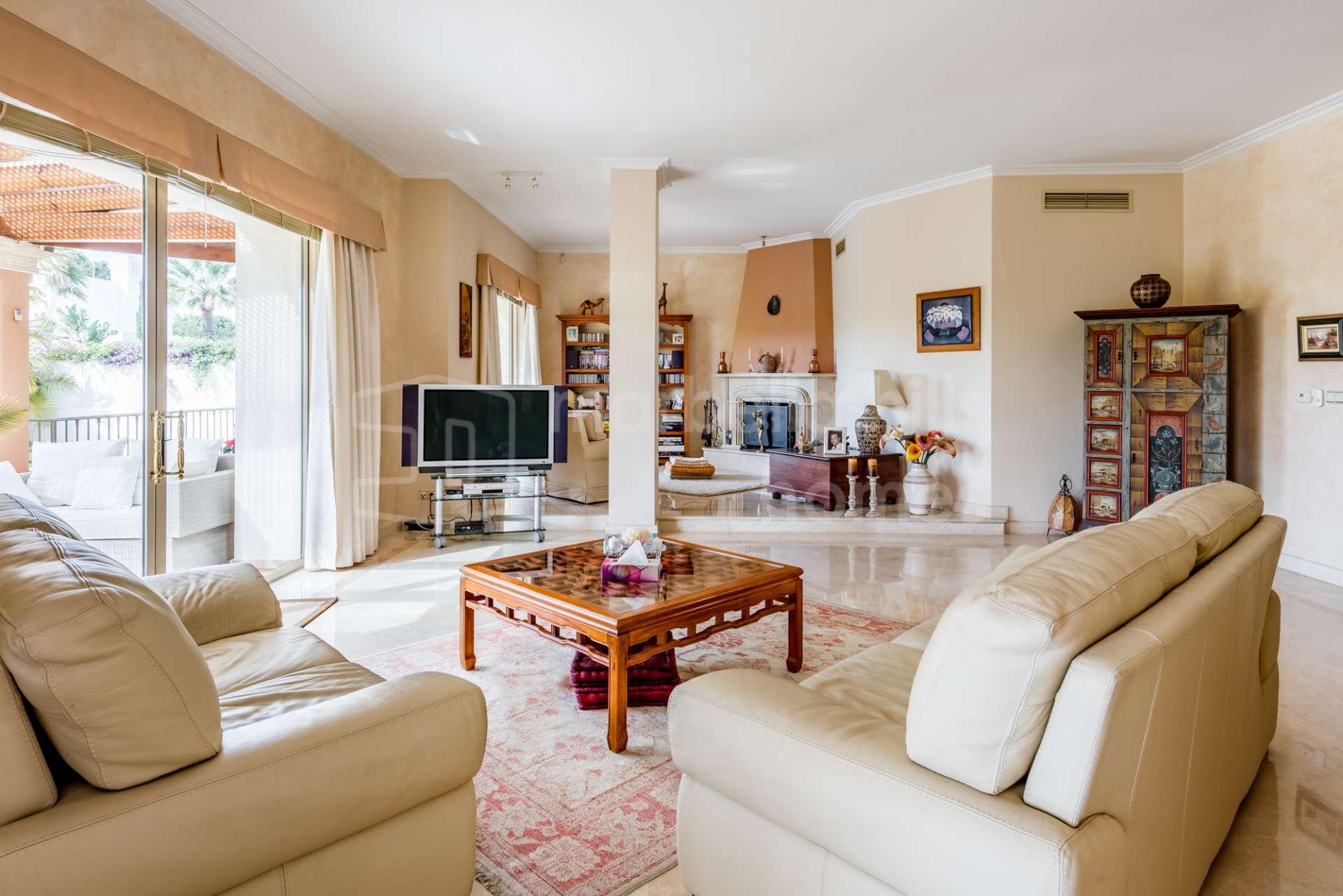 Villa De Ensue O A Dos Pasos De La Playa En Las Chapas Playa  # Muebles Casa Lado Cee