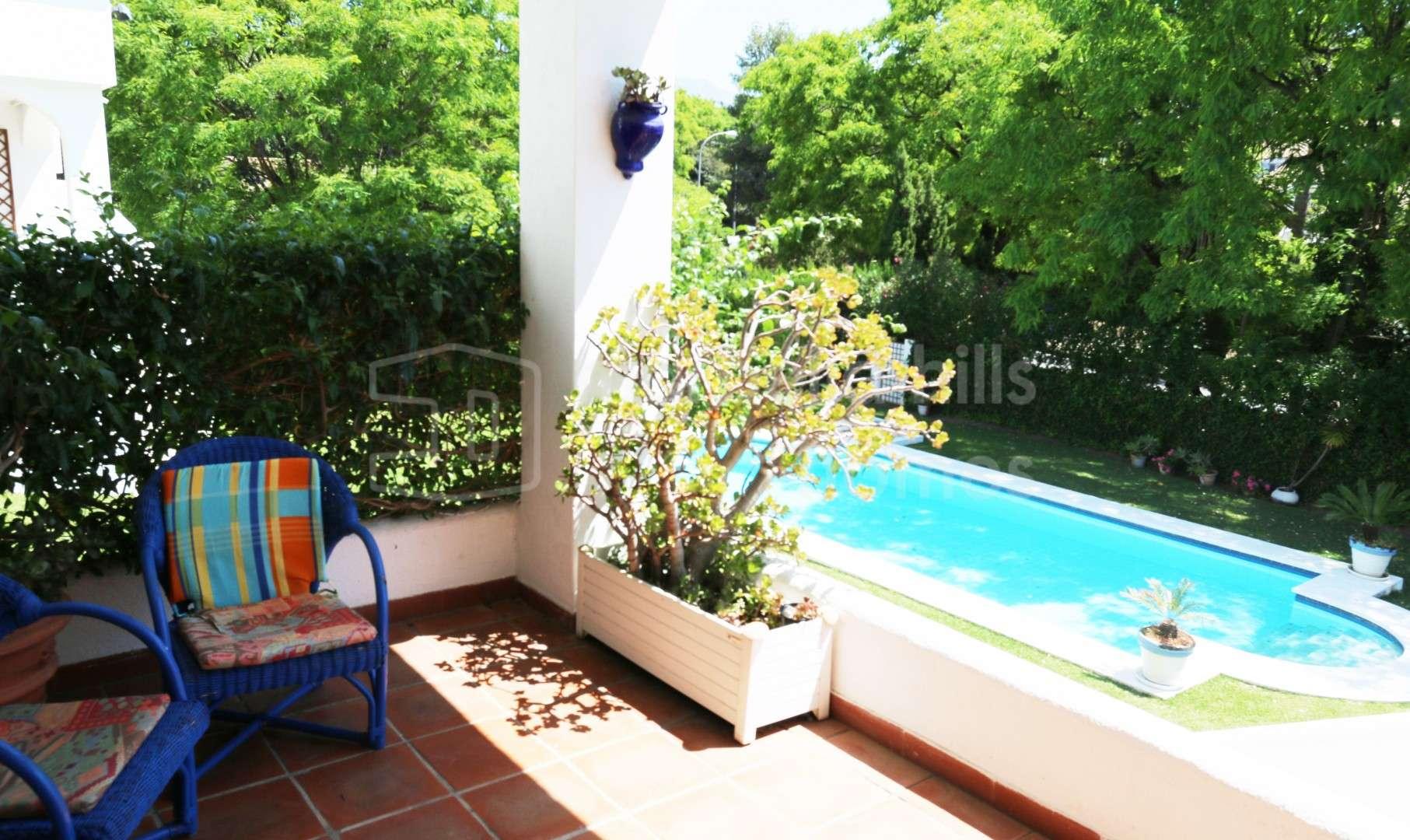 reihenhaus zu vermieten in nueva andalucia. Black Bedroom Furniture Sets. Home Design Ideas