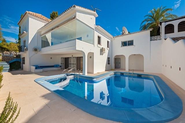 Villa in El Paraiso Alto for sale