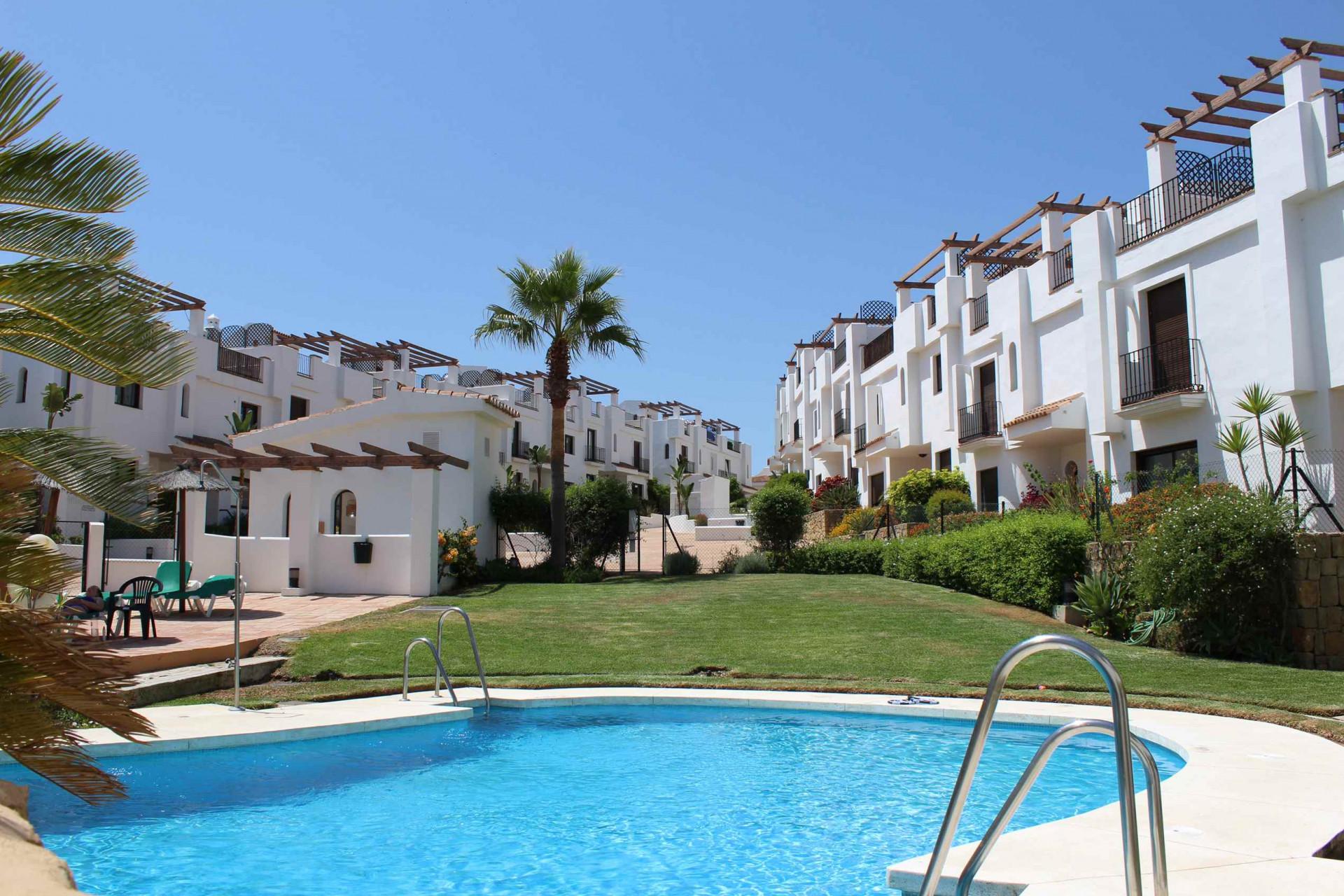 Nieuwe appartementen eerste lijn golf te koop in La Alcaidesa aan de westkant van Estepona