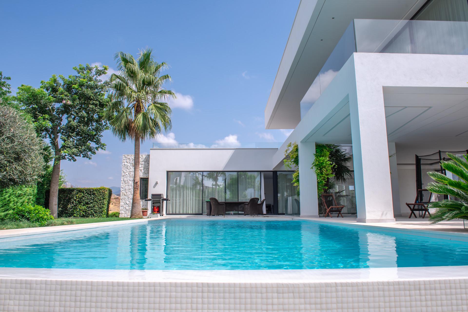 Modern villas for sale in La Alqueria – Benahavis