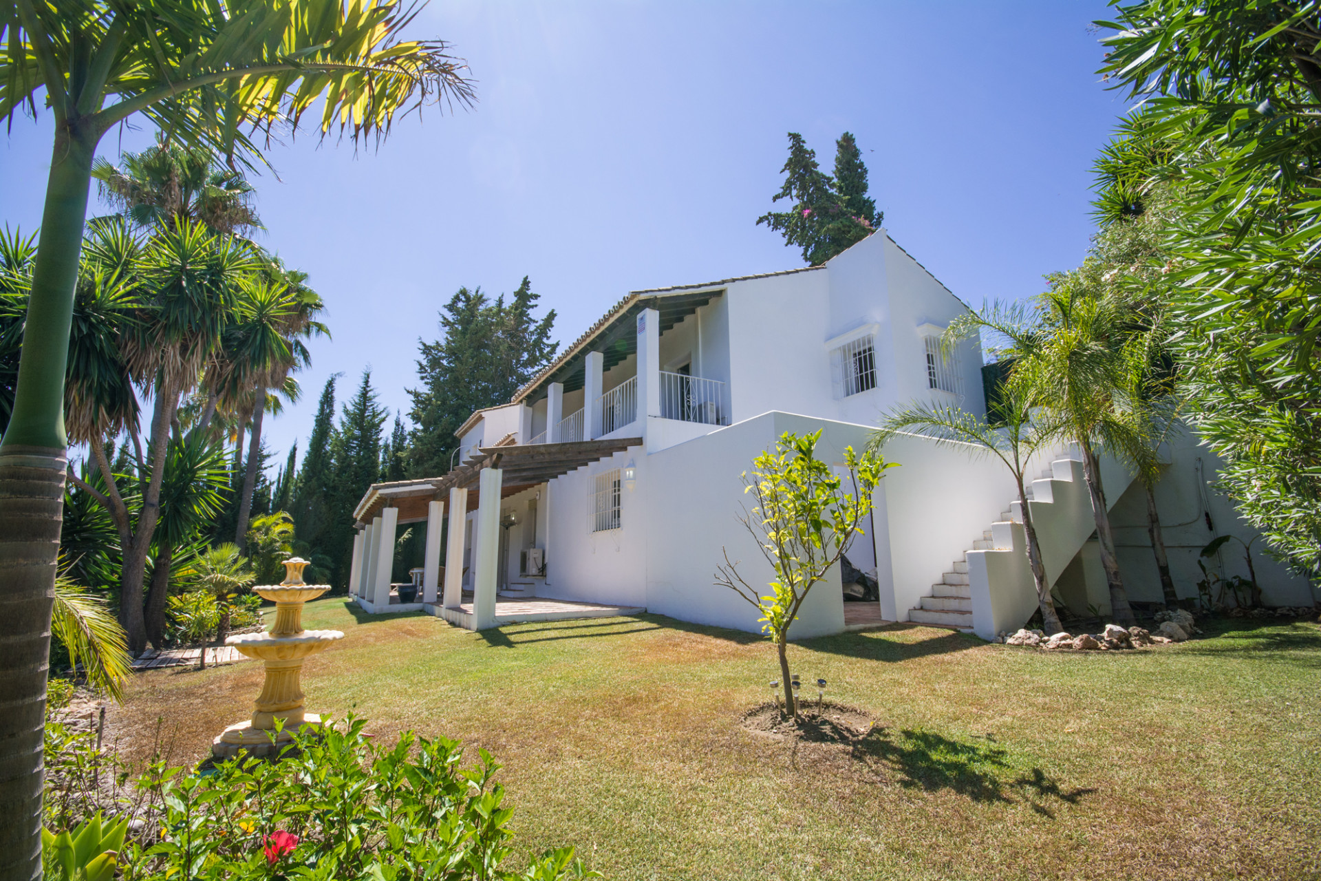Villa for sale in Paraiso Alto, Benahavis