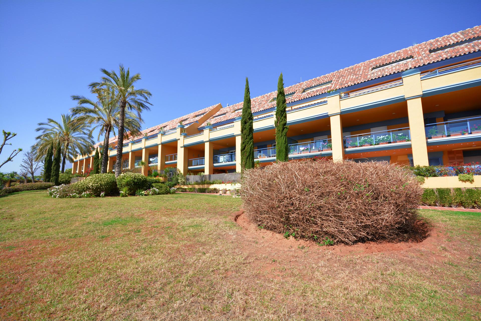 Ground floor apartment for sale beachside in Bahia de Marbella