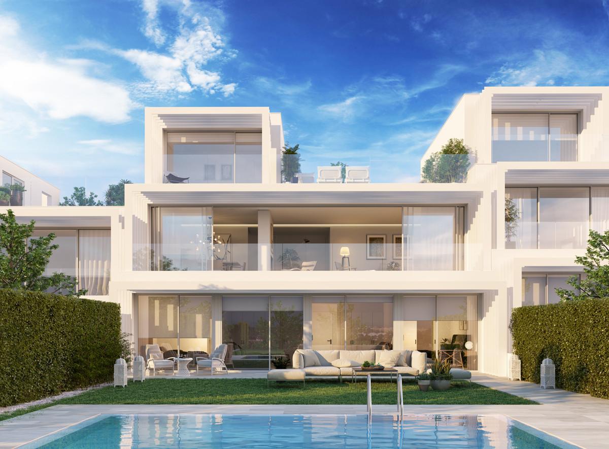 Villas de estilo moderno de lujo en primera línea de golf en venta en Sotogrande