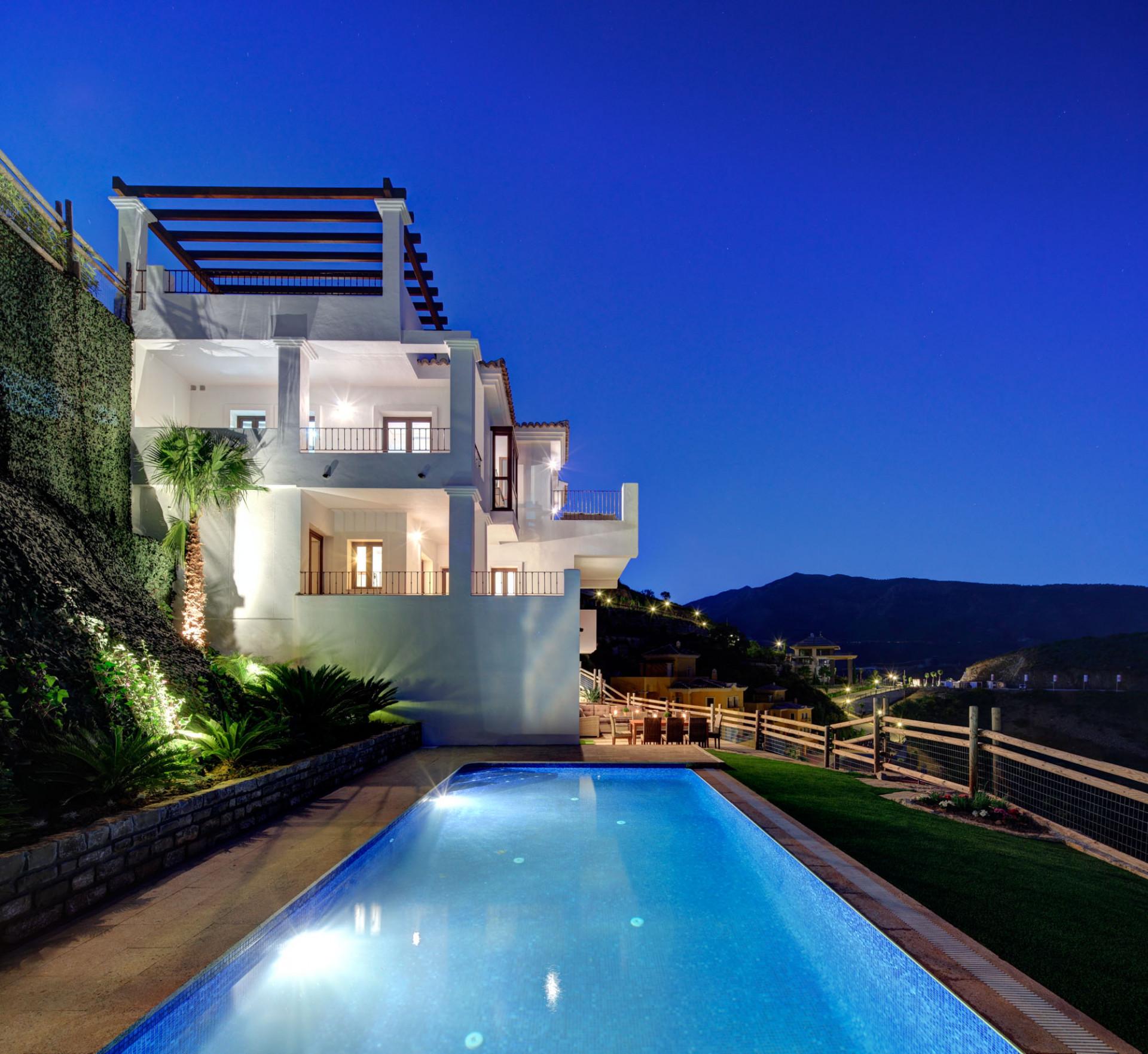 Rustic Contemporary villas for sale in Benahavis Hills