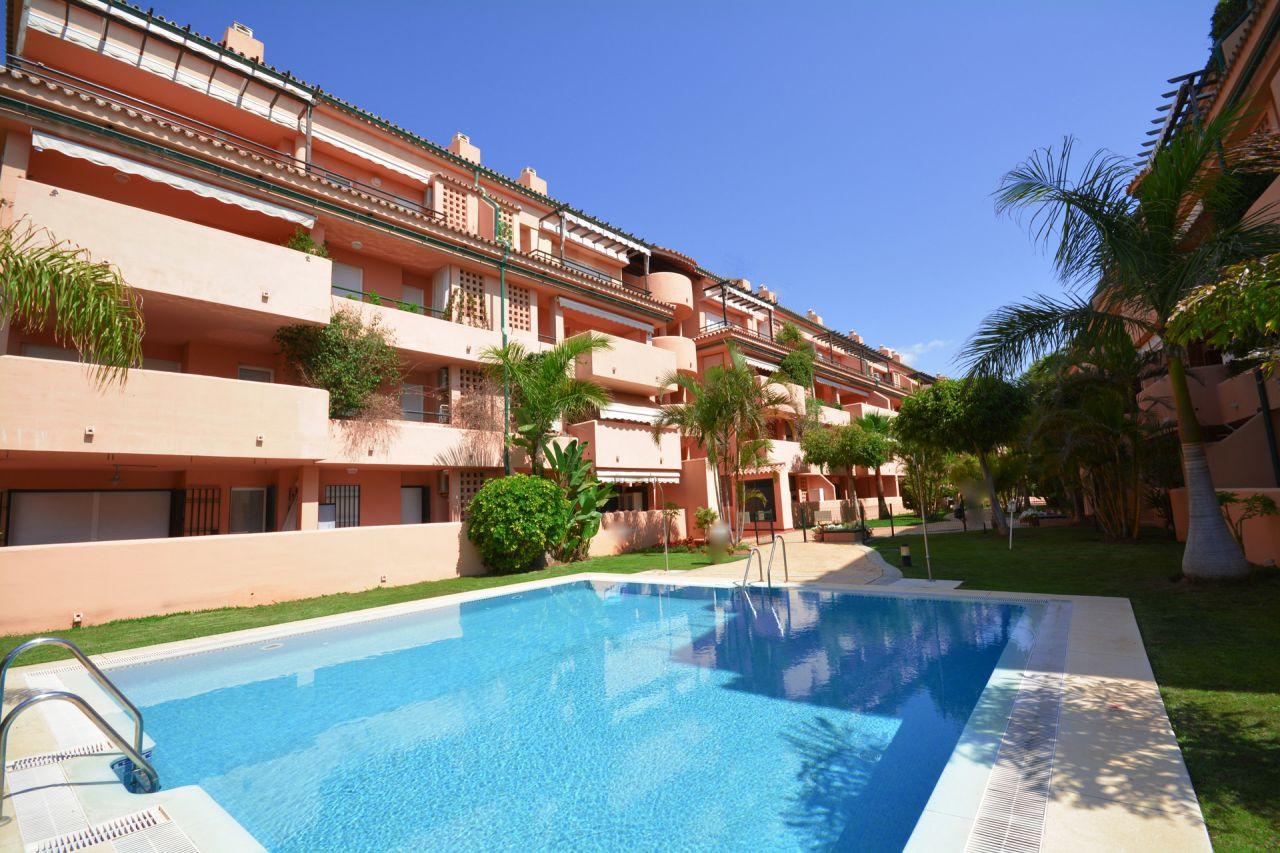 Beach apartment for sale in Las Chapas Marbella