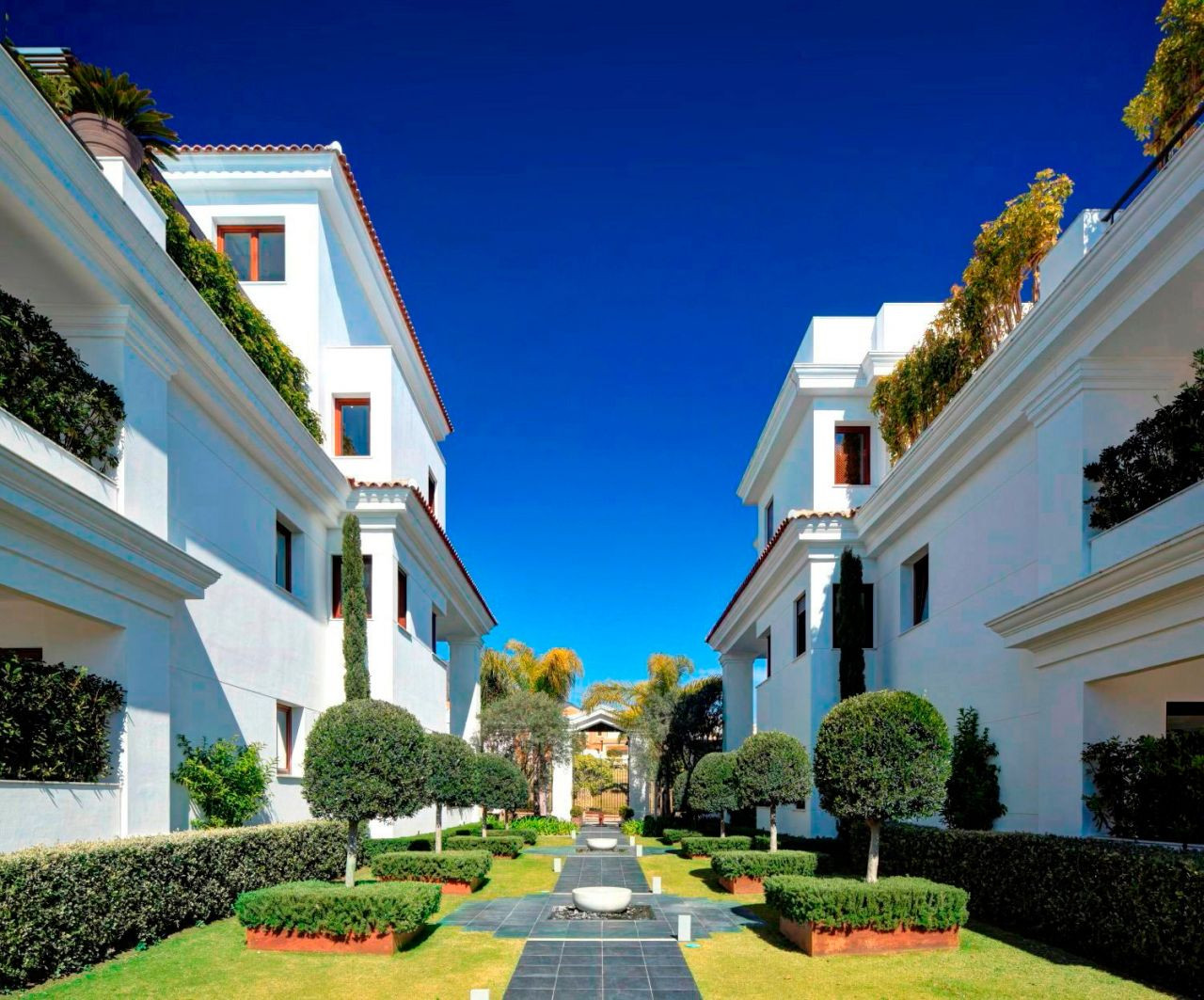Beachfront luxury apartments and penthouses in Estepona – New Golden Mile
