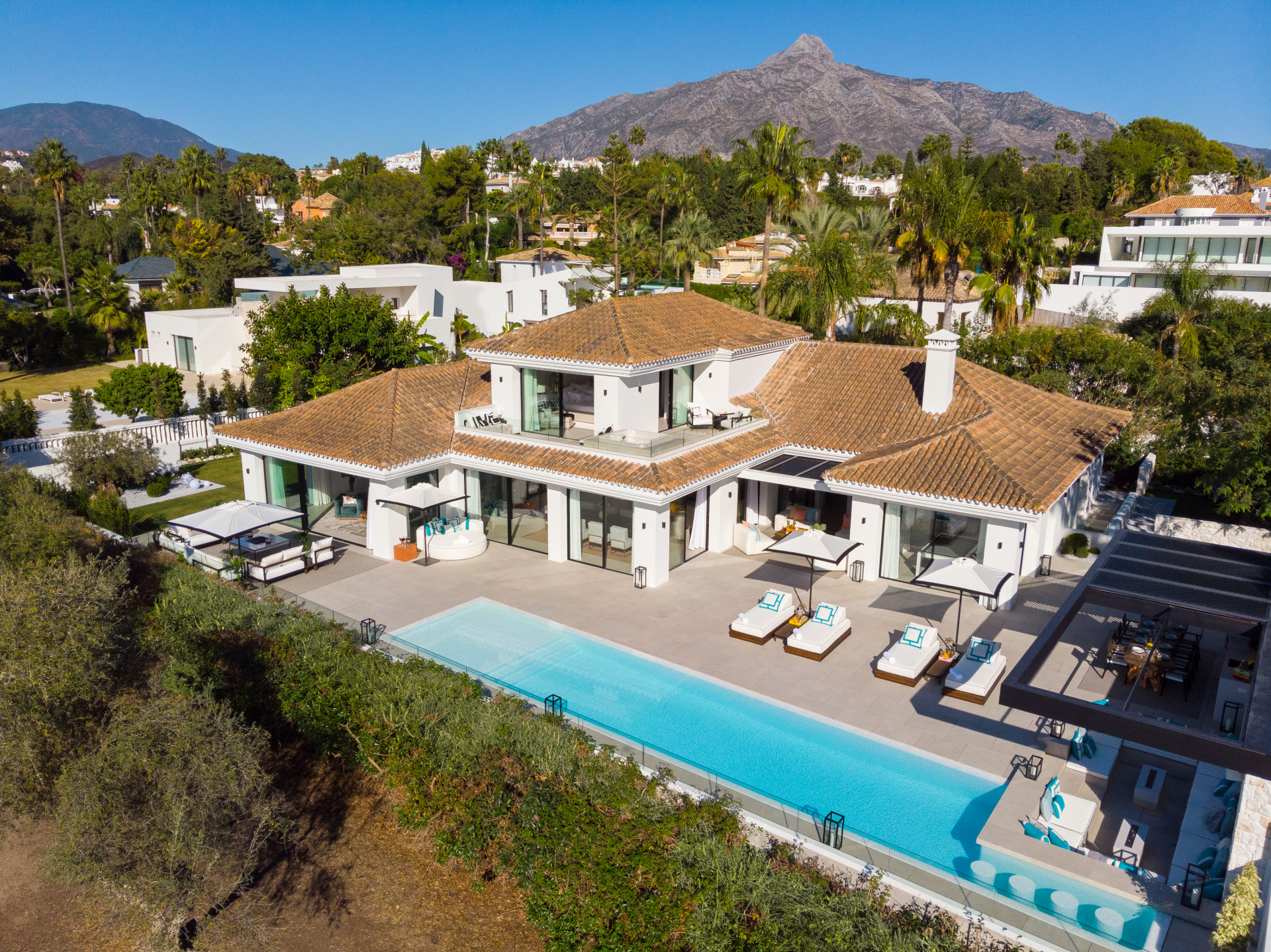 Refurbished front line golf modern Andalusian style villa for sale in Las Brisas - Nueva Andalucía