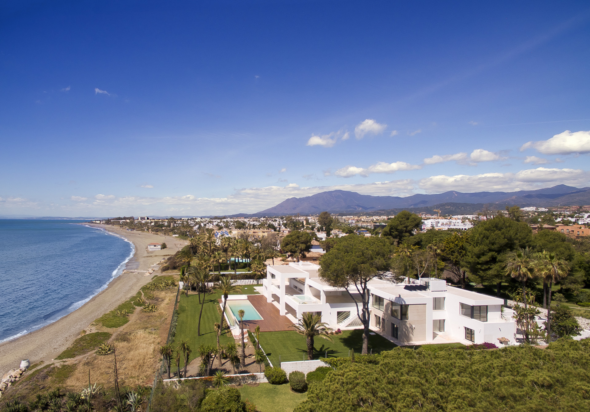 Villa for sale in Paraiso Barronal, Estepona