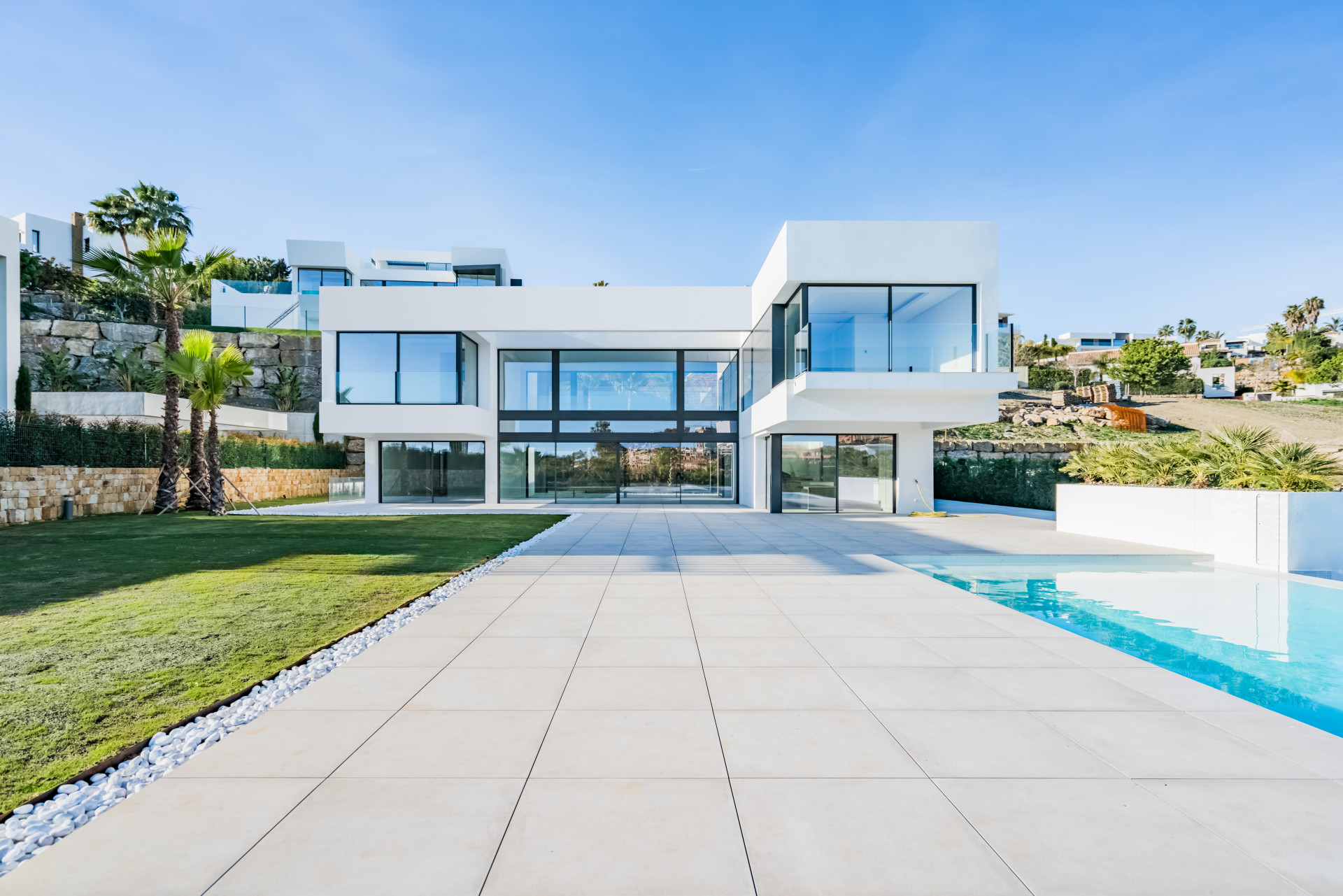 New modern first line golf villa for sale in La Alquería – Benahavis
