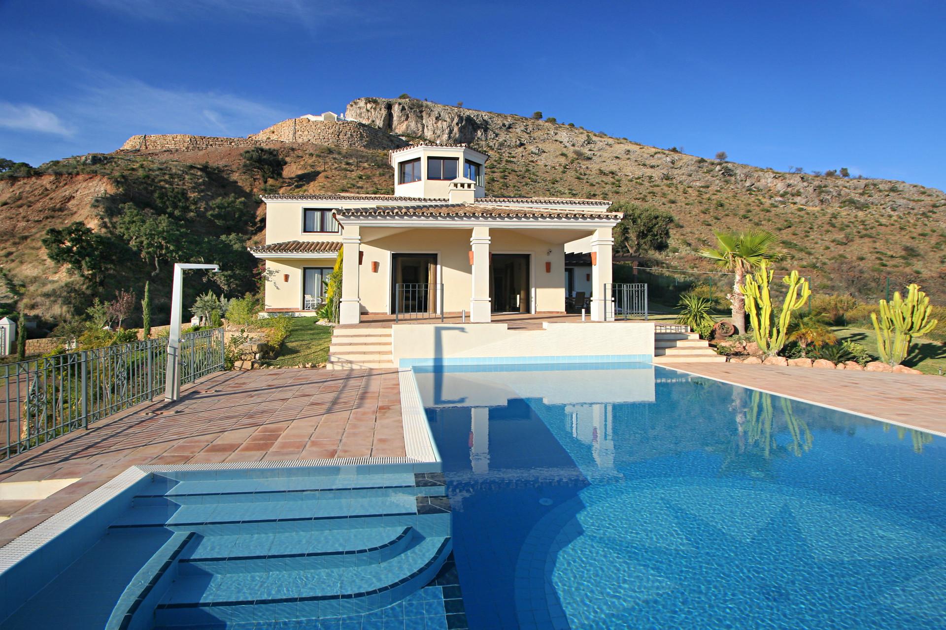 Luxury Andalusian style villa for sale in Marbella Club Golf Resort – Benahavis