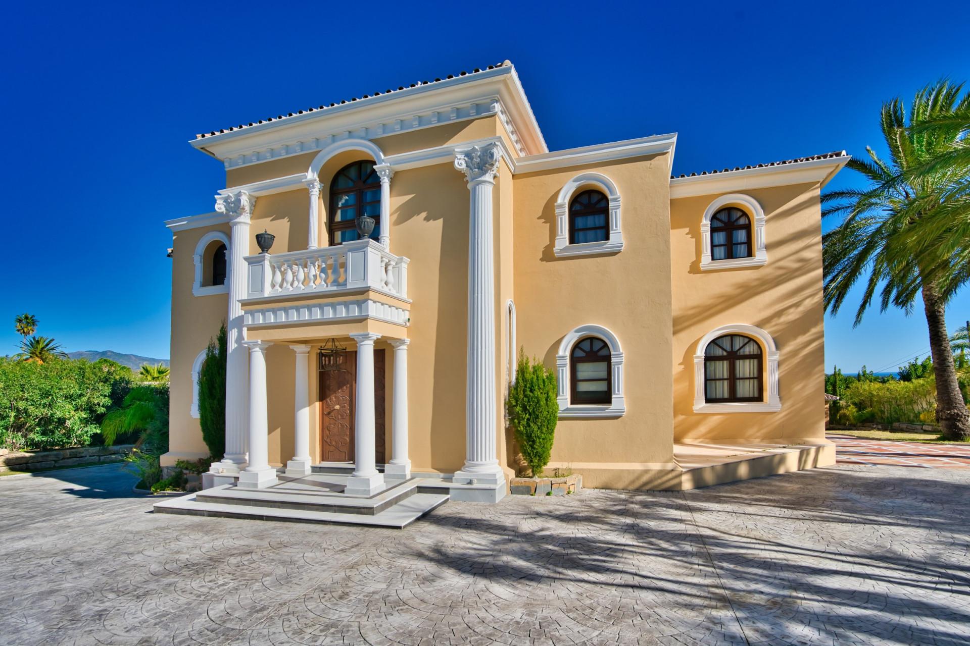 Magnificent classical detached villa on the New Golden Mile for sale – Estepona
