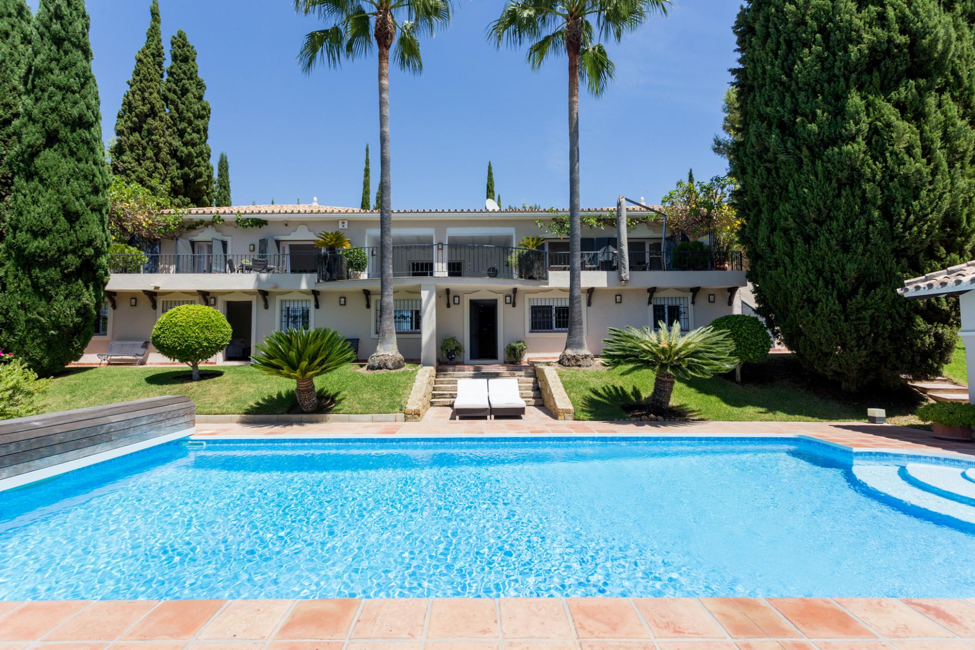 Renovated villa for sale in Puerto del Almendro – Benahavis