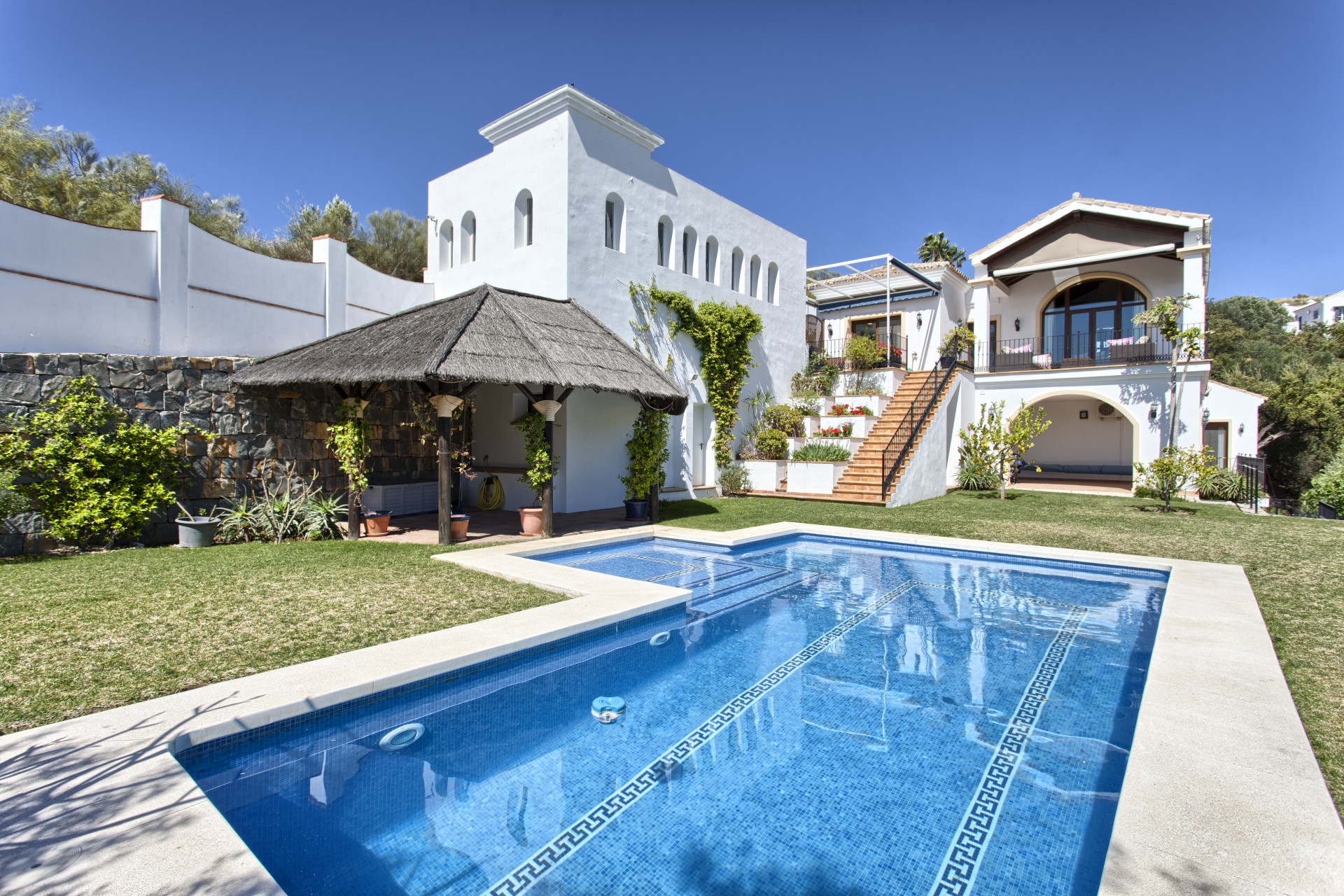 Charming classic Andalusian style detached villa for sale in Montemayor – Benahavis