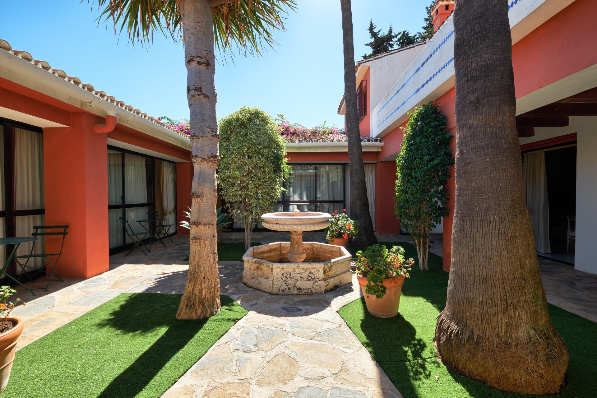 Unique property with rental potential in the Golden Mile - Lomas de Río Verde – Marbella