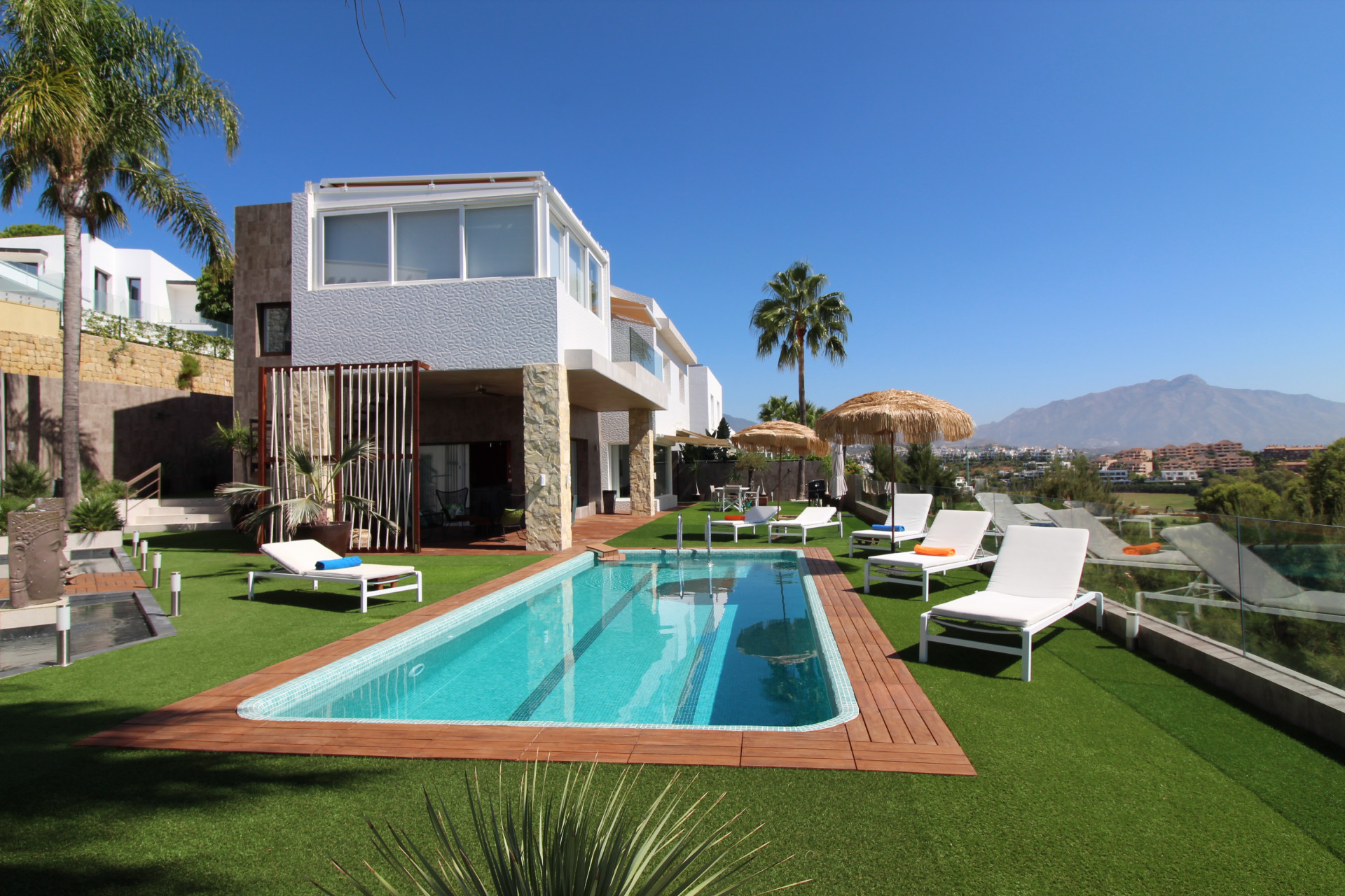 Brand new modern style first line golf villa for sale in Atalaya New Golden Mile in Estepona