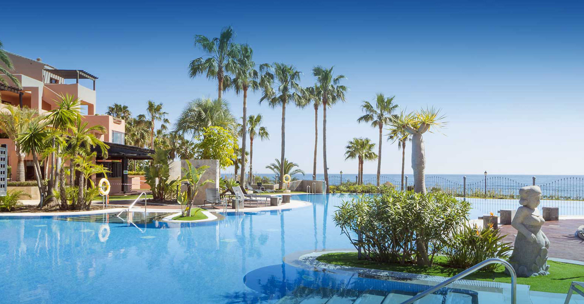 Exclusive apartments with direct access to the beach for sale in Estepona